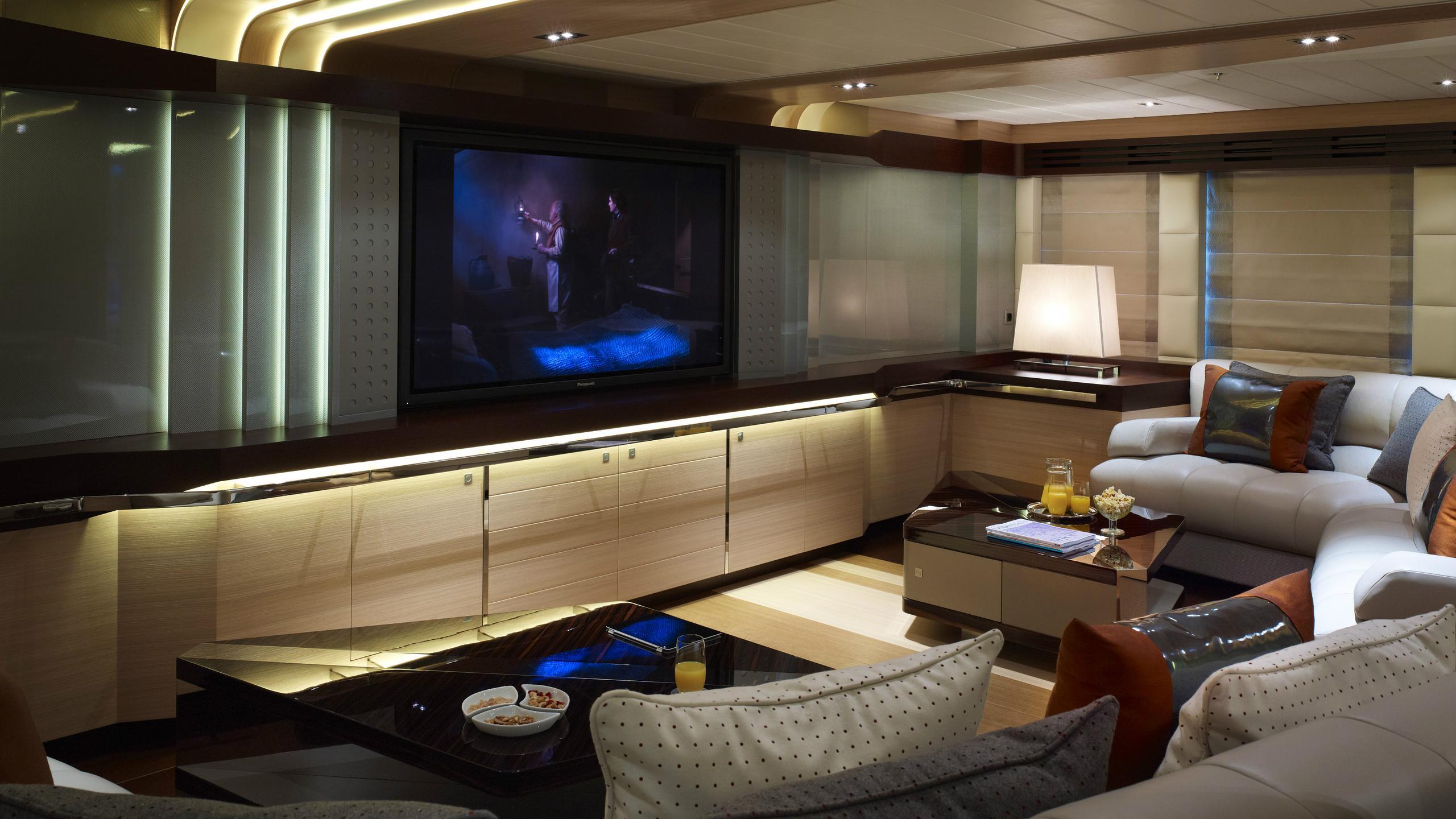 odyssea-como-lady-petra-motor-yacht-heesen-2012-47m-cinema