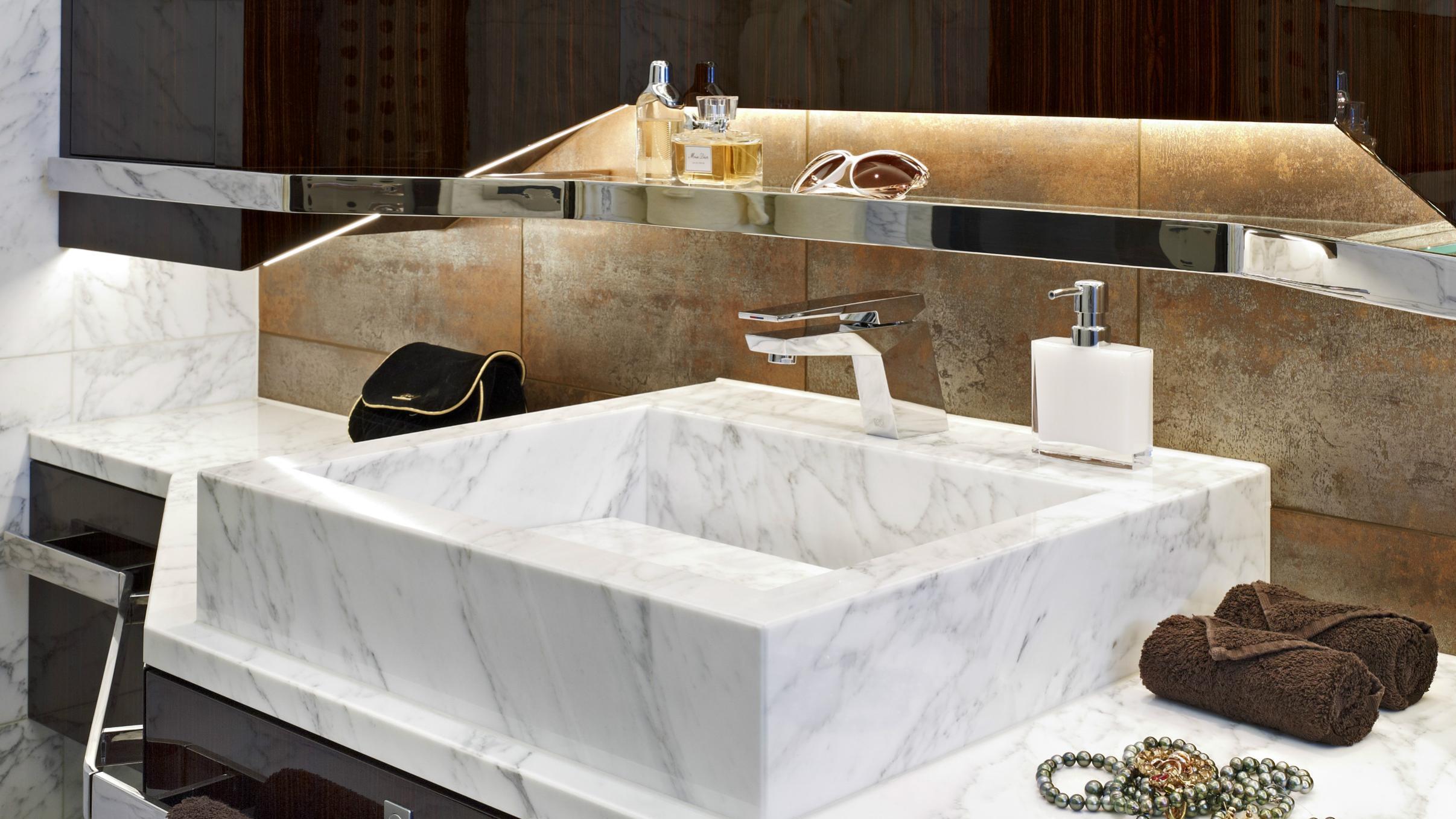 odyssea-como-lady-petra-motor-yacht-heesen-2012-47m-bathroom