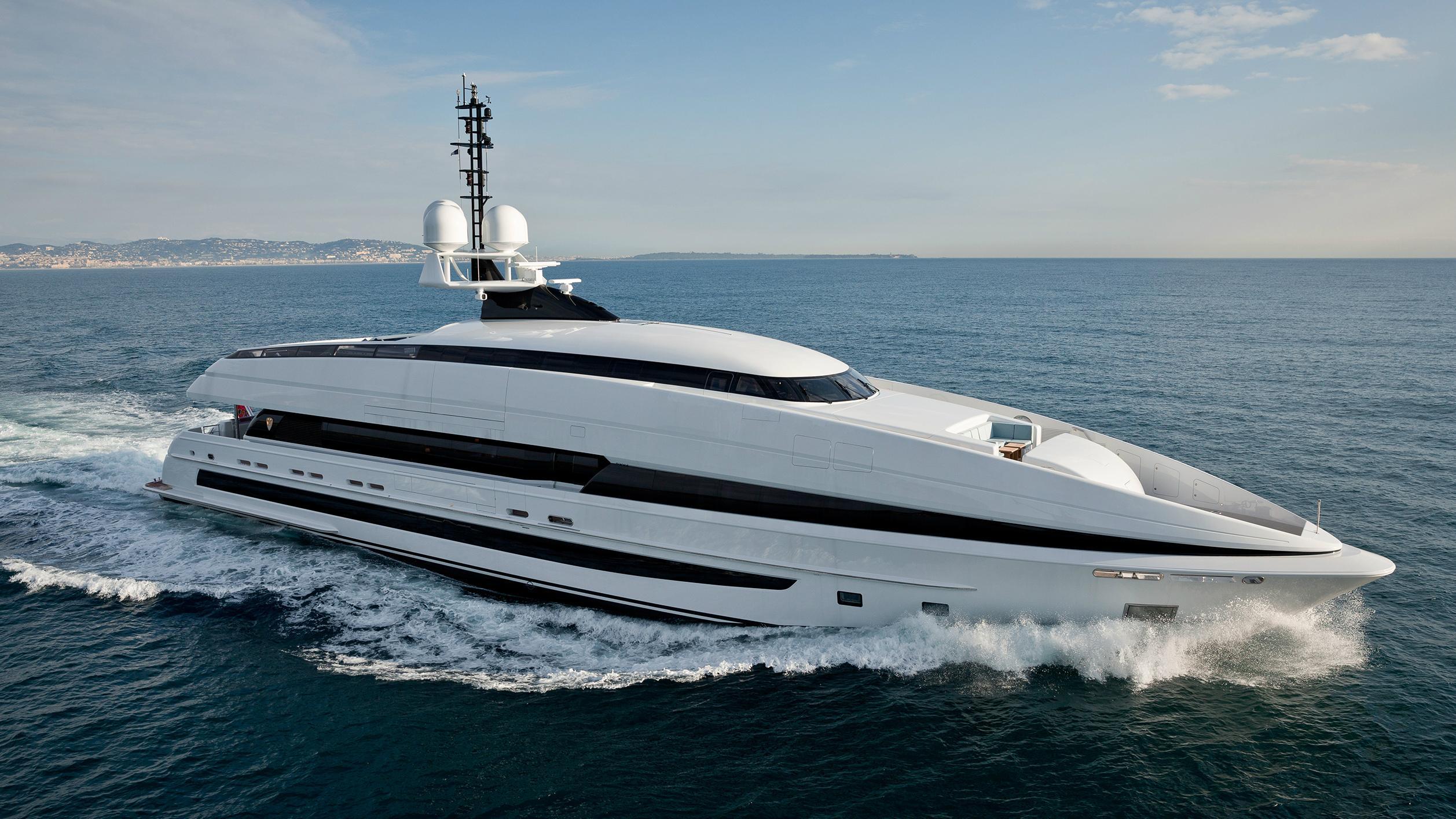 crazy-me-motor-yacht-heesen-2013-50m-cruising