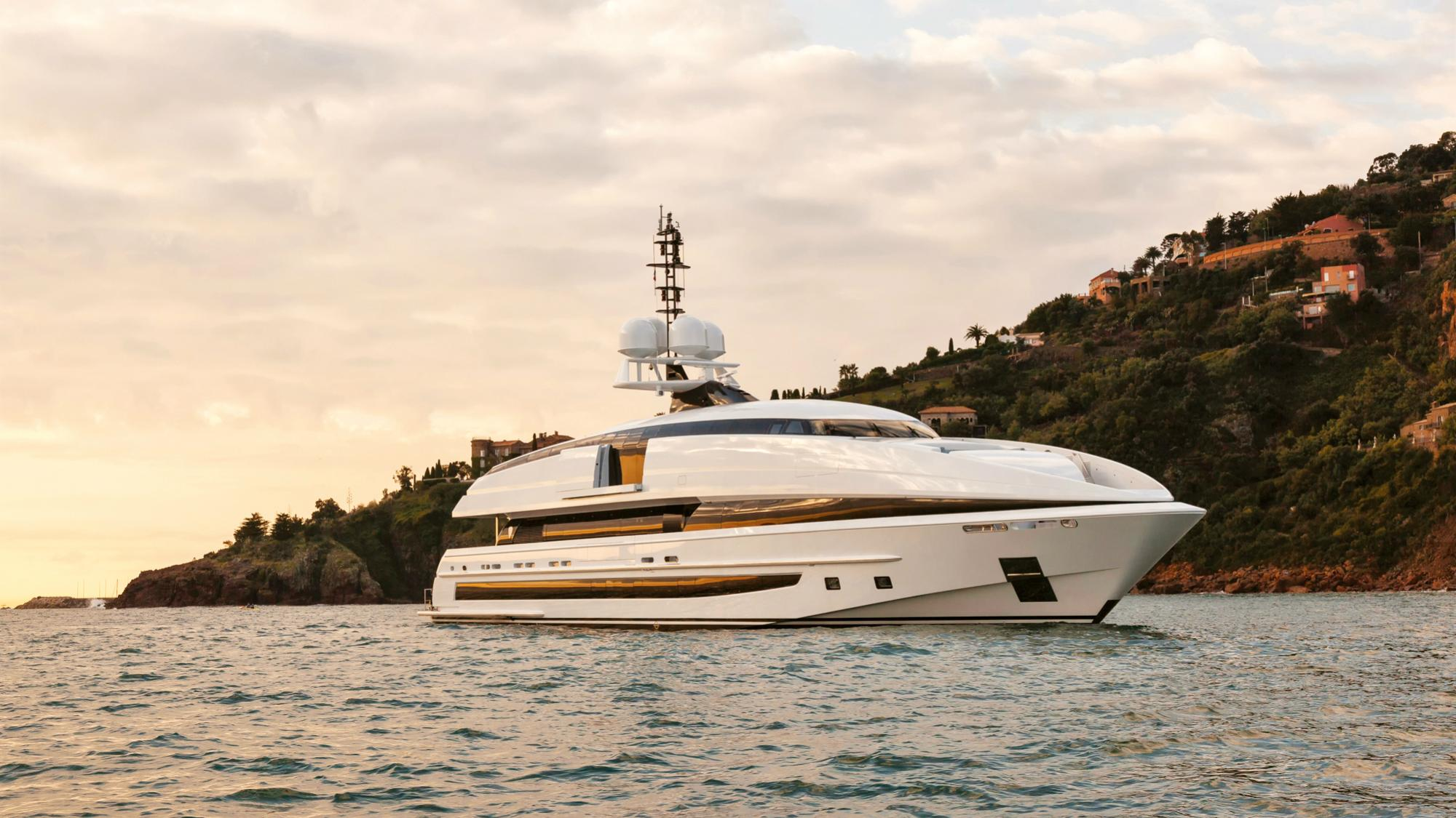 crazy-me-motor-yacht-heesen-2013-50m-profile-sunset