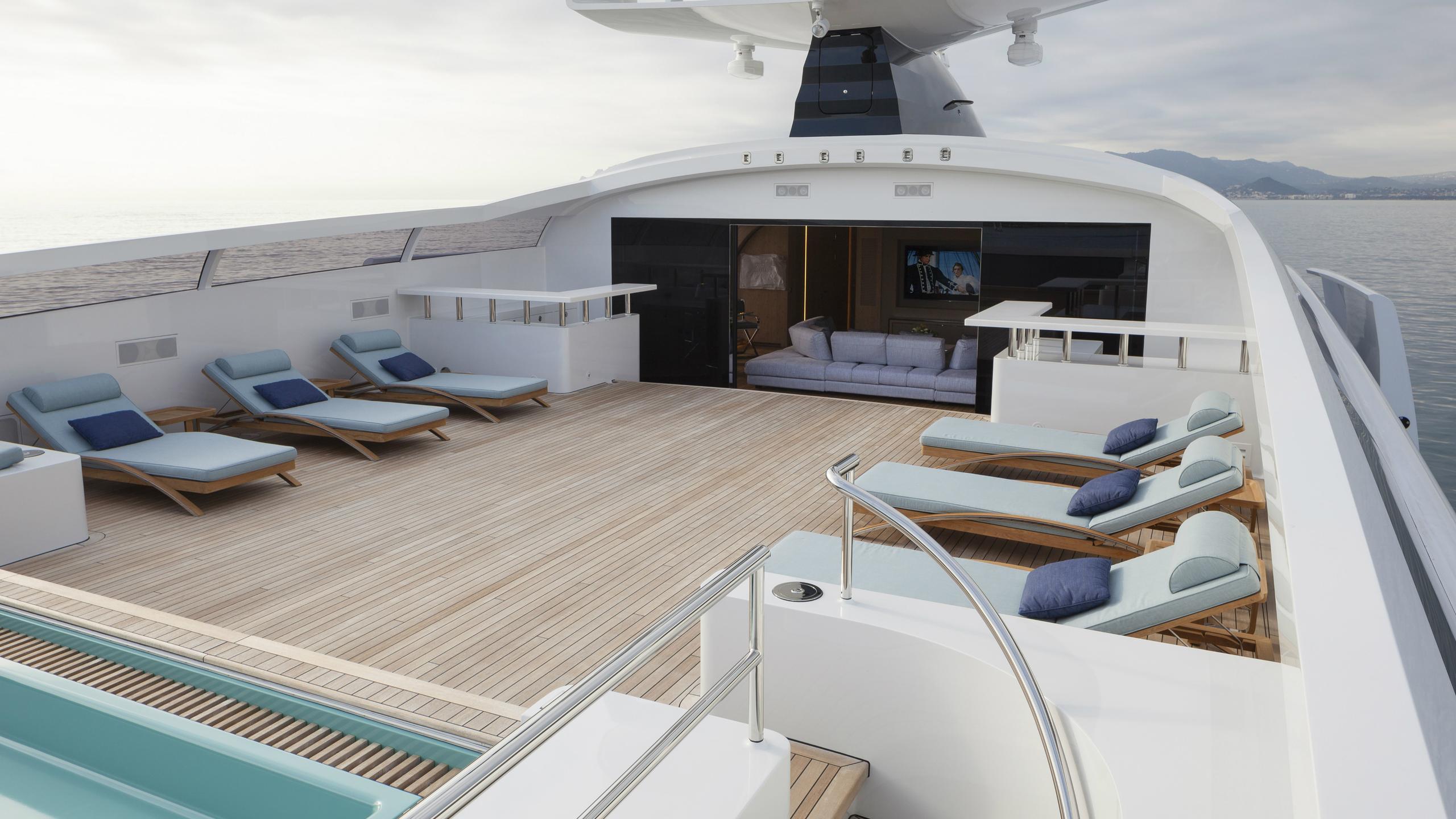 crazy-me-motor-yacht-heesen-2013-50m-deck