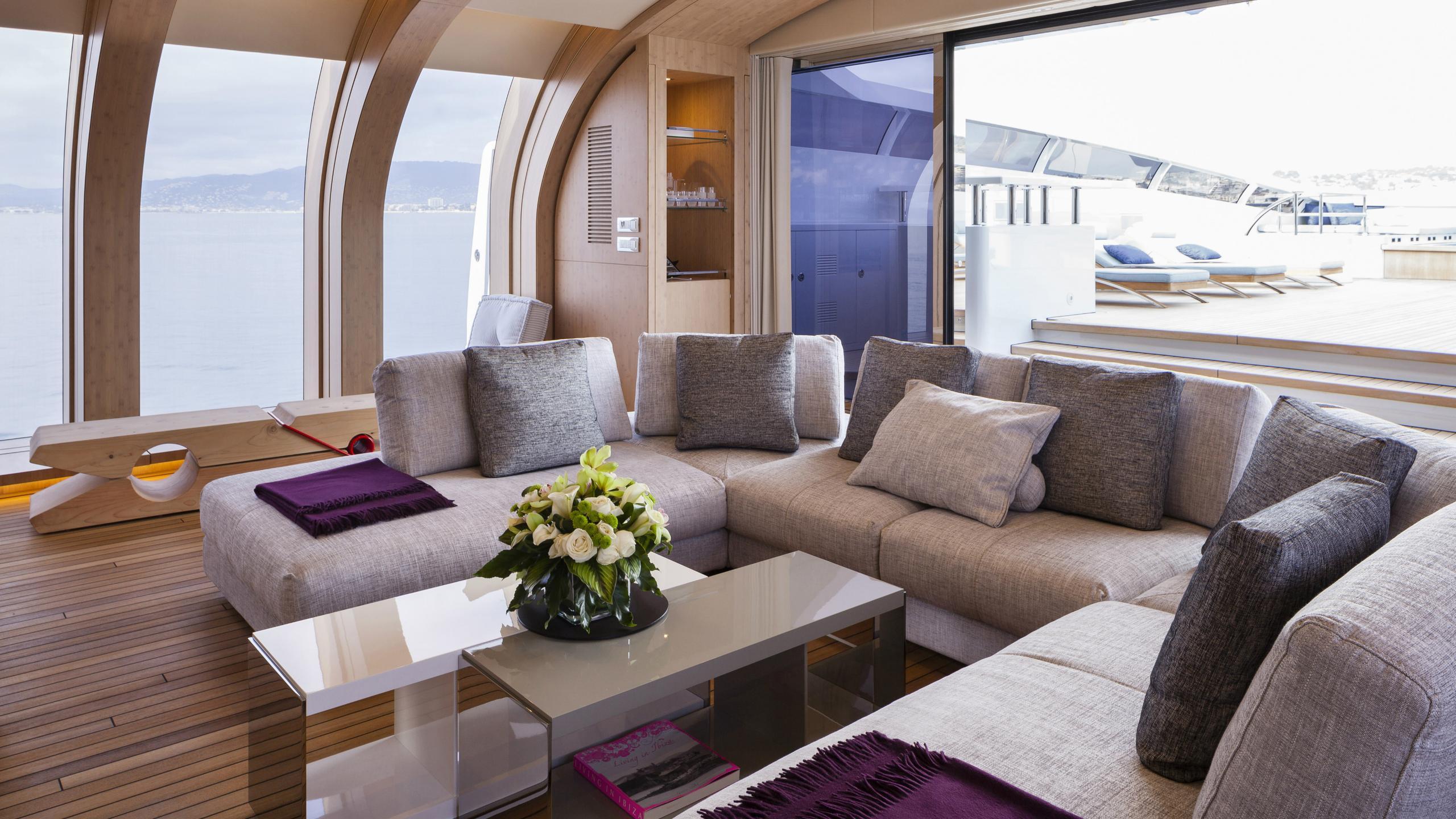 crazy-me-motor-yacht-heesen-2013-50m-saloon