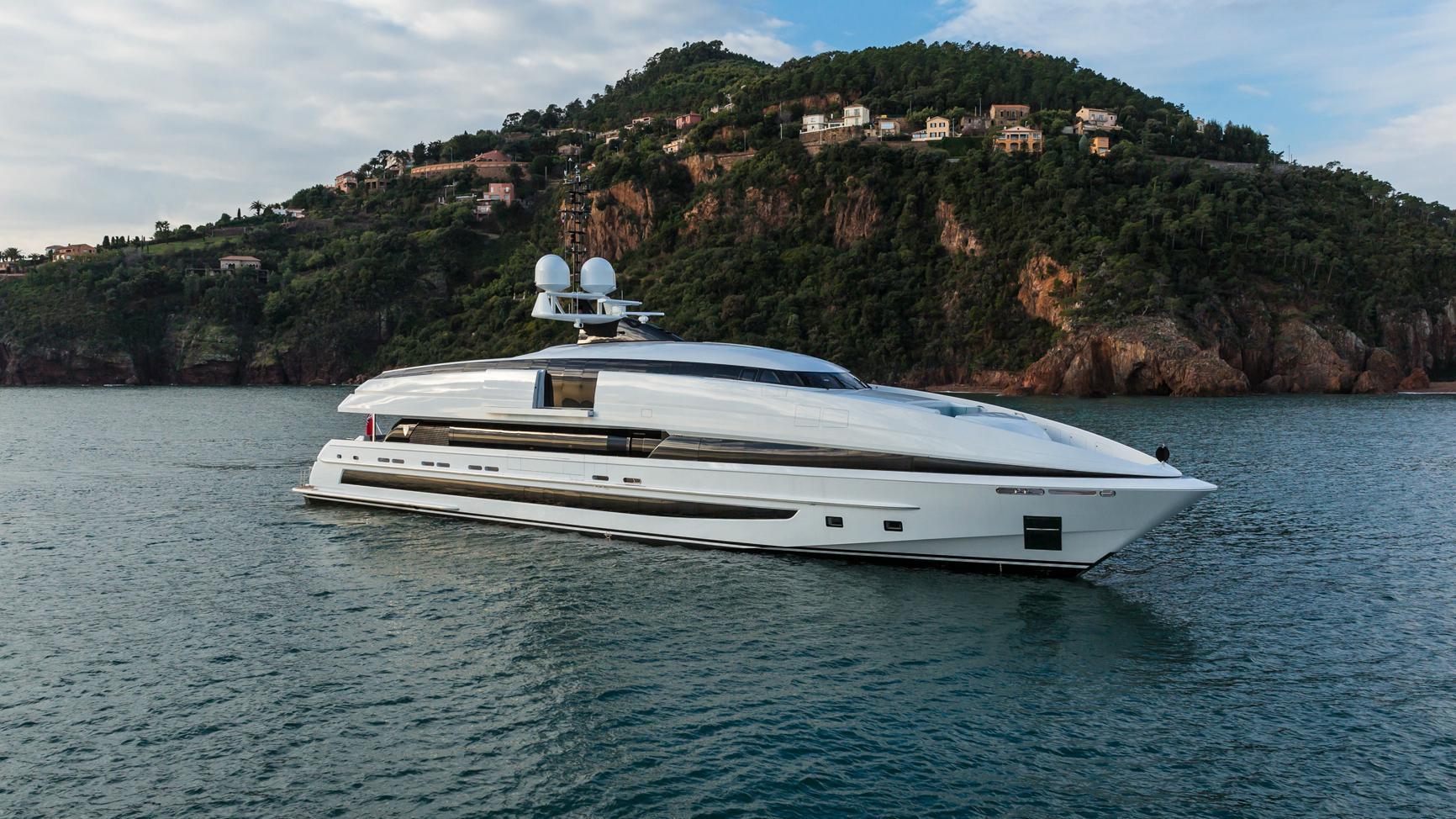 crazy-me-motor-yacht-heesen-2013-50m-profile
