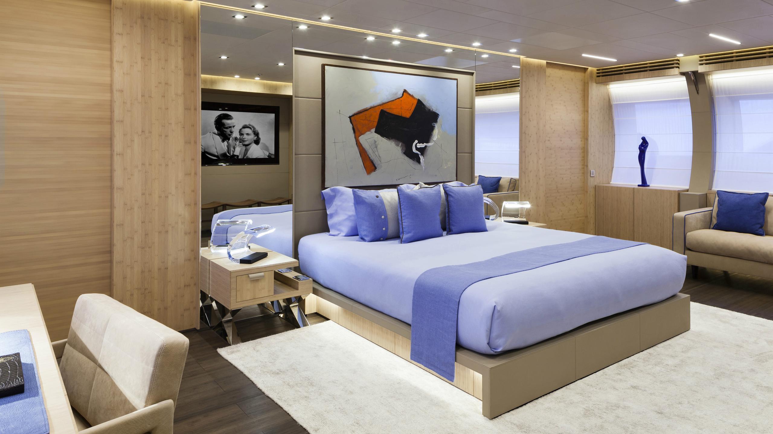 crazy-me-motor-yacht-heesen-2013-50m-master-cabin