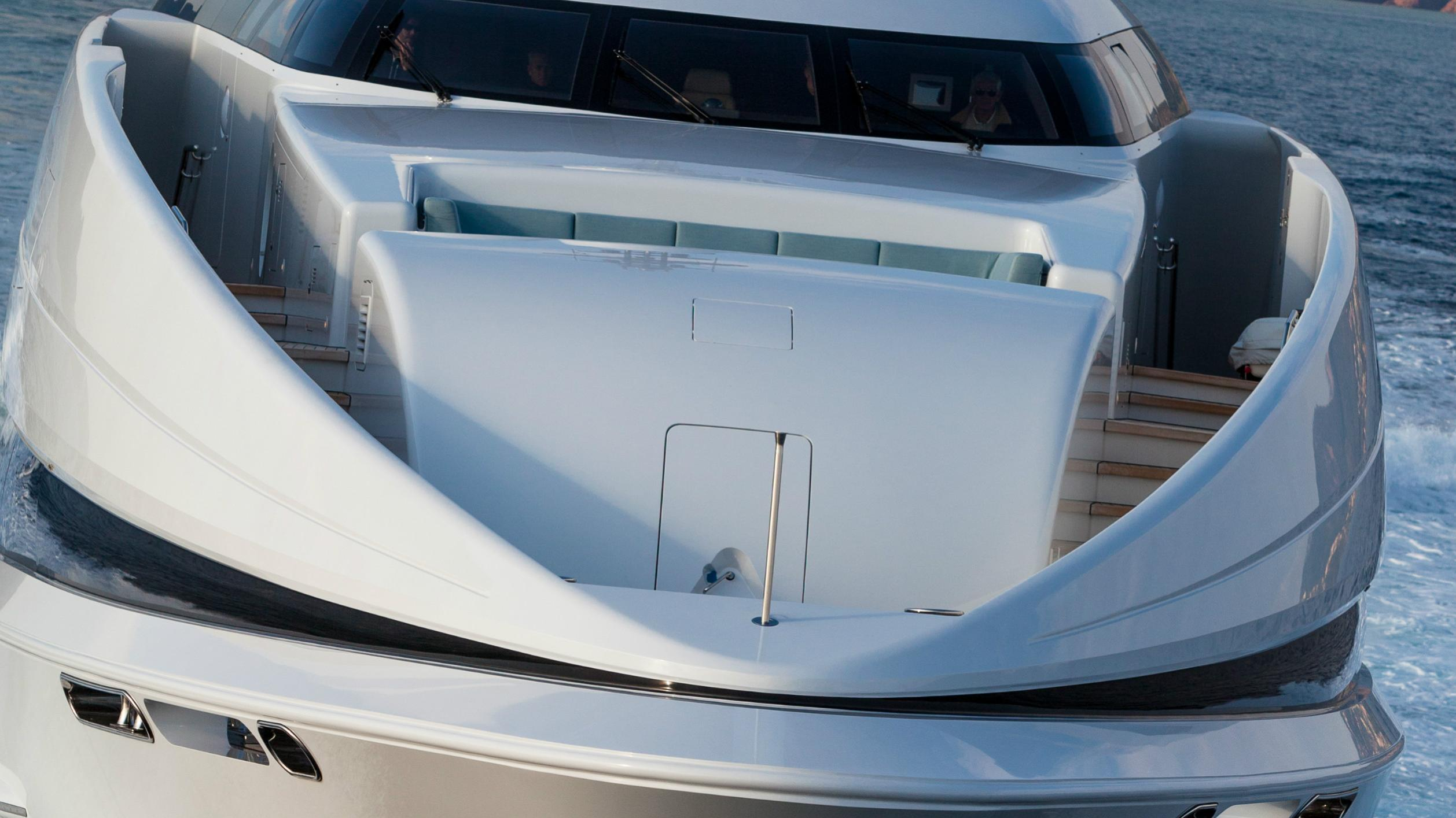 crazy-me-motor-yacht-heesen-2013-50m-bow-detail
