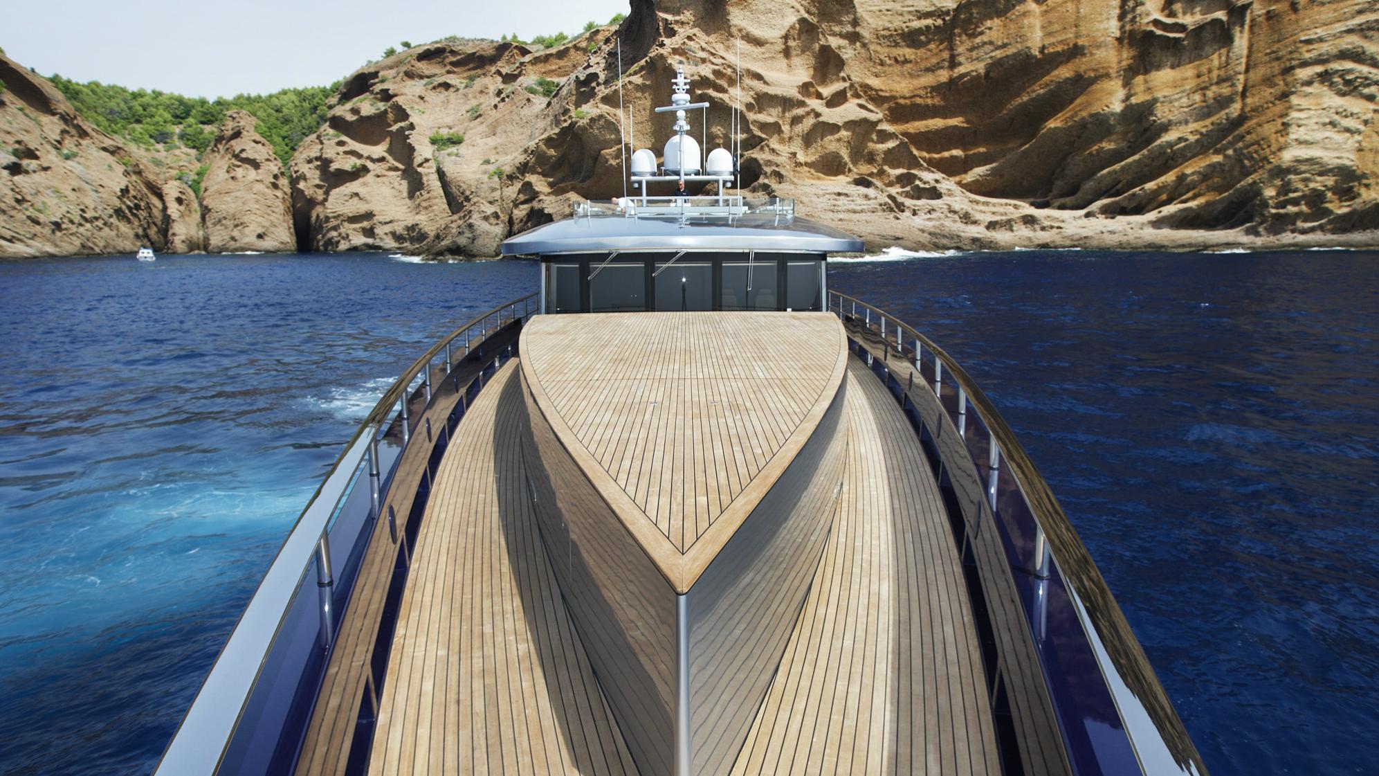 blade-motor-yacht-mmgi-2010-44m-deck