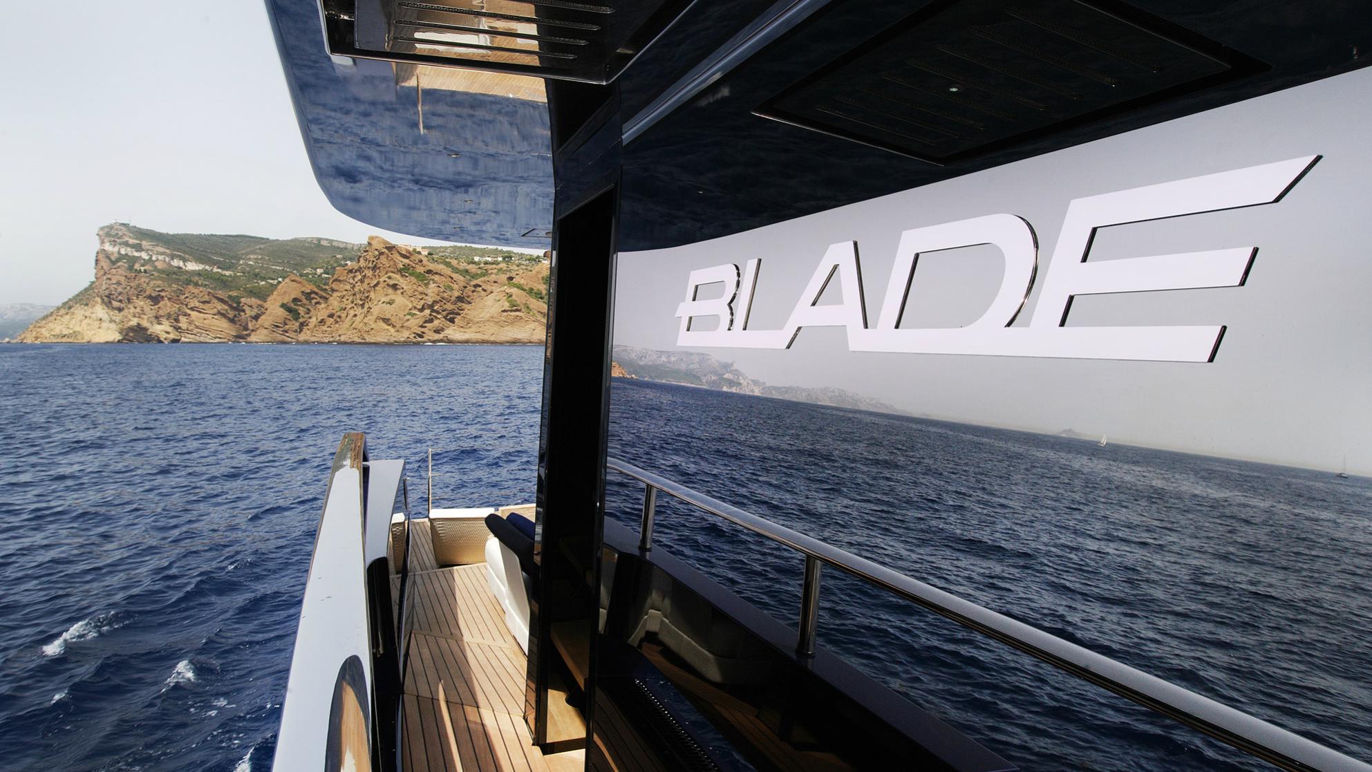 blade-motor-yacht-mmgi-2010-44m-name