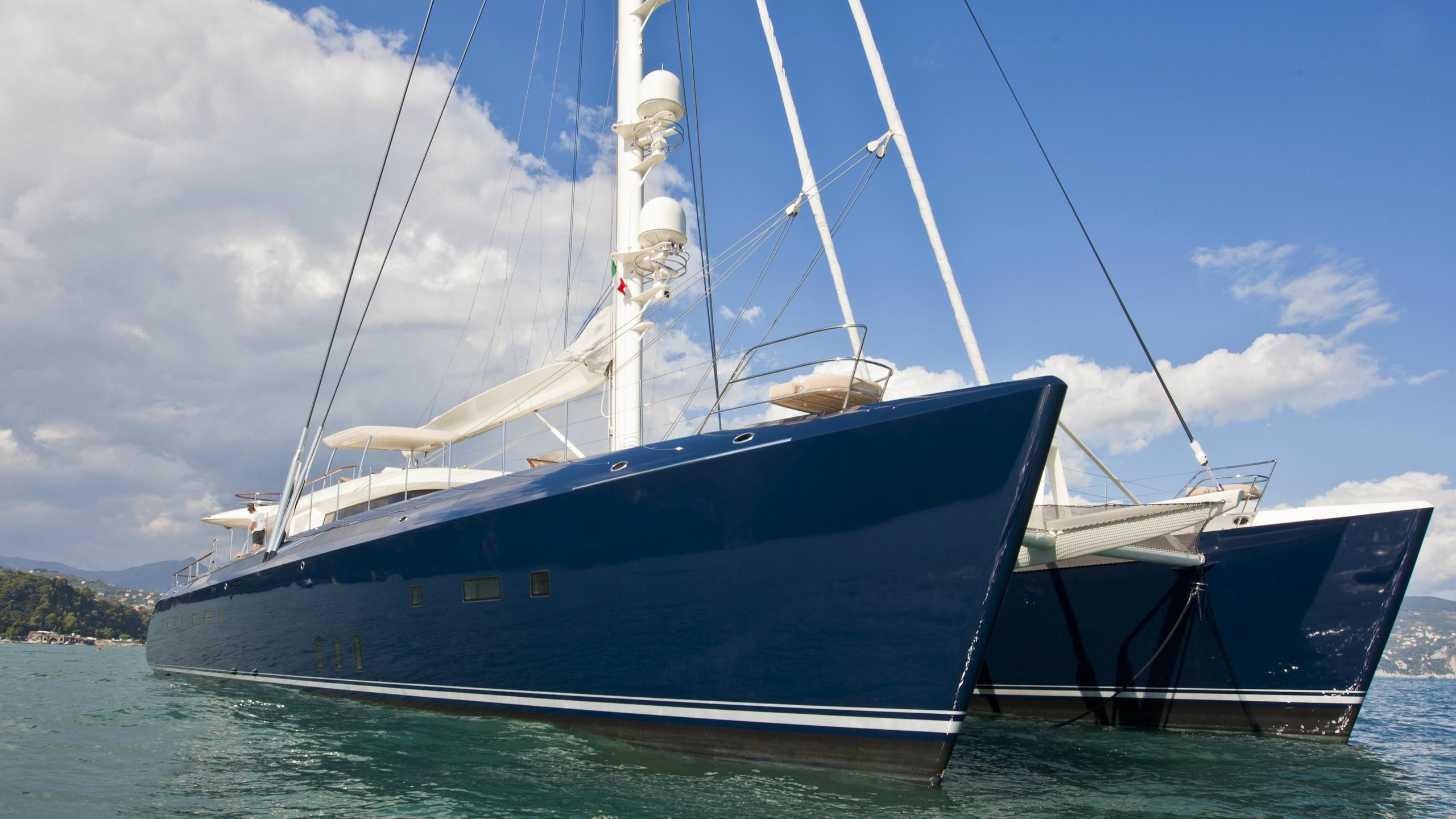 hemisphere-sailing-yacht-pendennis-2011-44m-bows