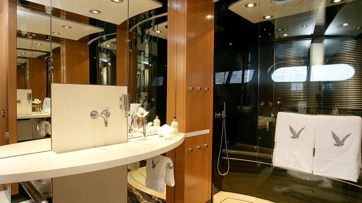 maltese-falcon-sailing-yacht-perini-navi-2006-88m-bathroom