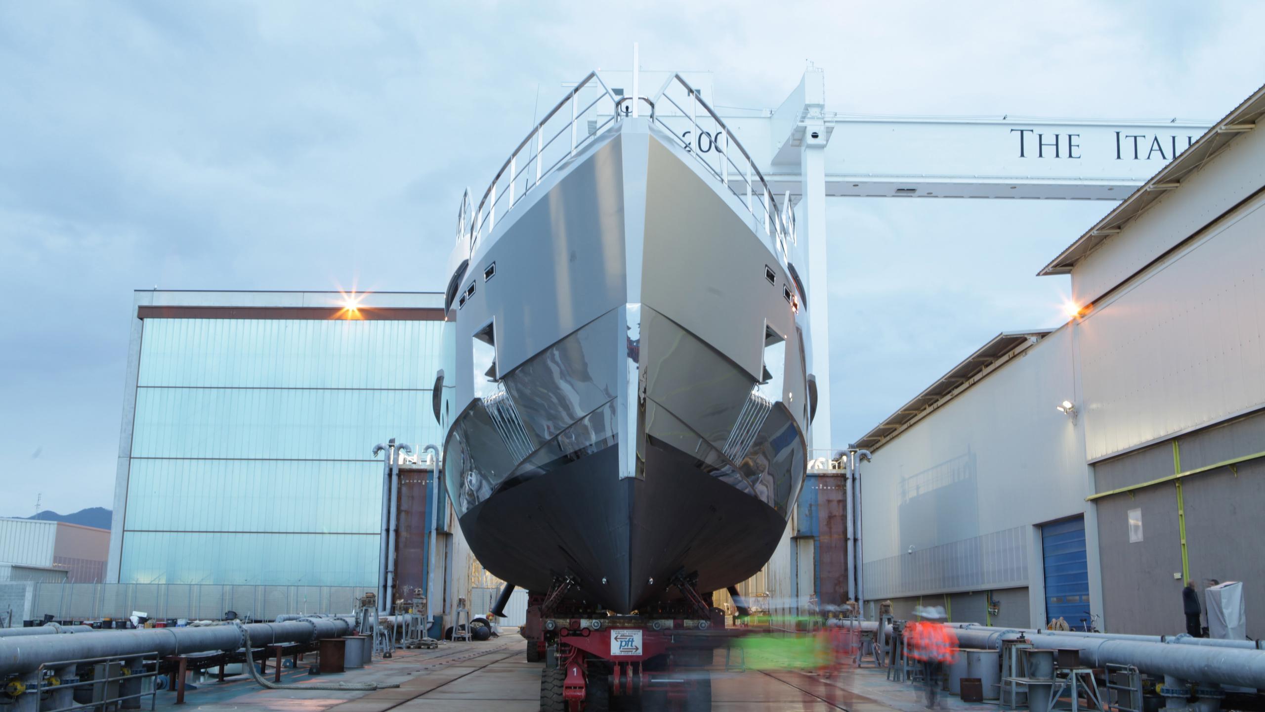 tremenda-motoryacht-admiral-2016-38m-bow