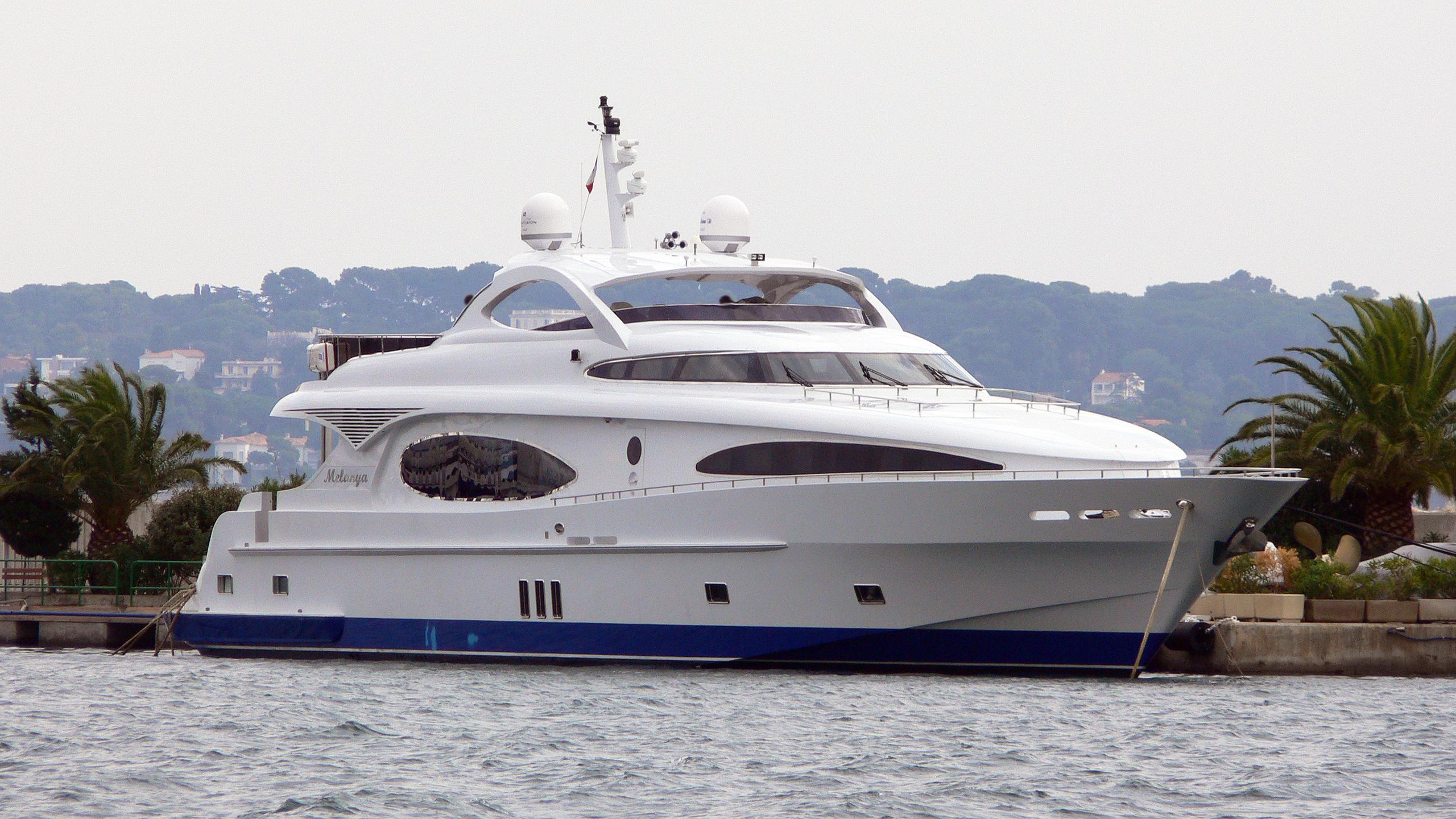 melanya-motor-yacht-gulf-craft-majesty-118-2006-36m-half-profile