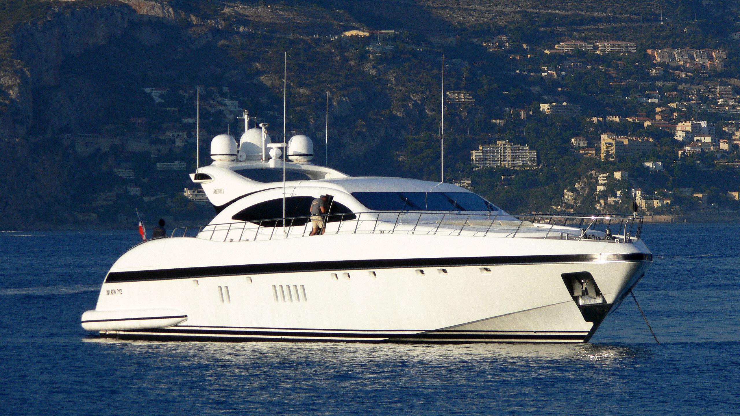 naisca-v-motor-yacht-overmarine-mangusta-108-sport-half-profile