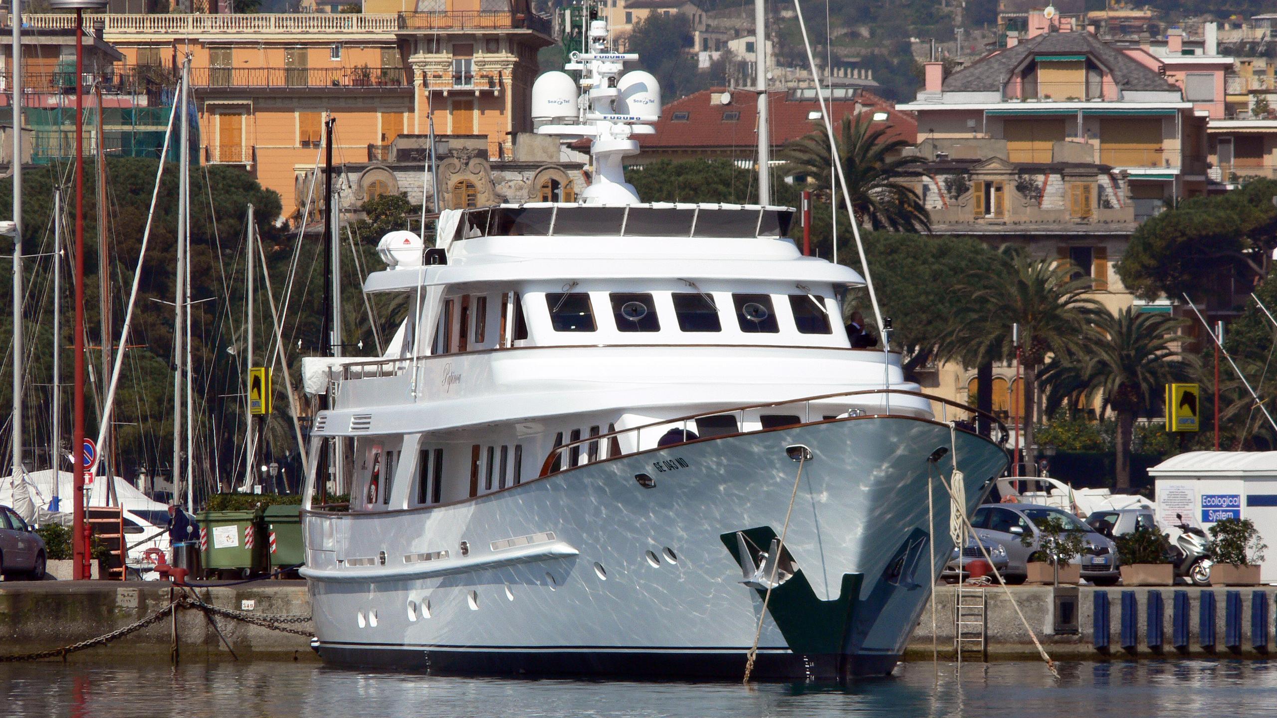 papinou-motor-yacht-cbi-navi-2004-34m-bow