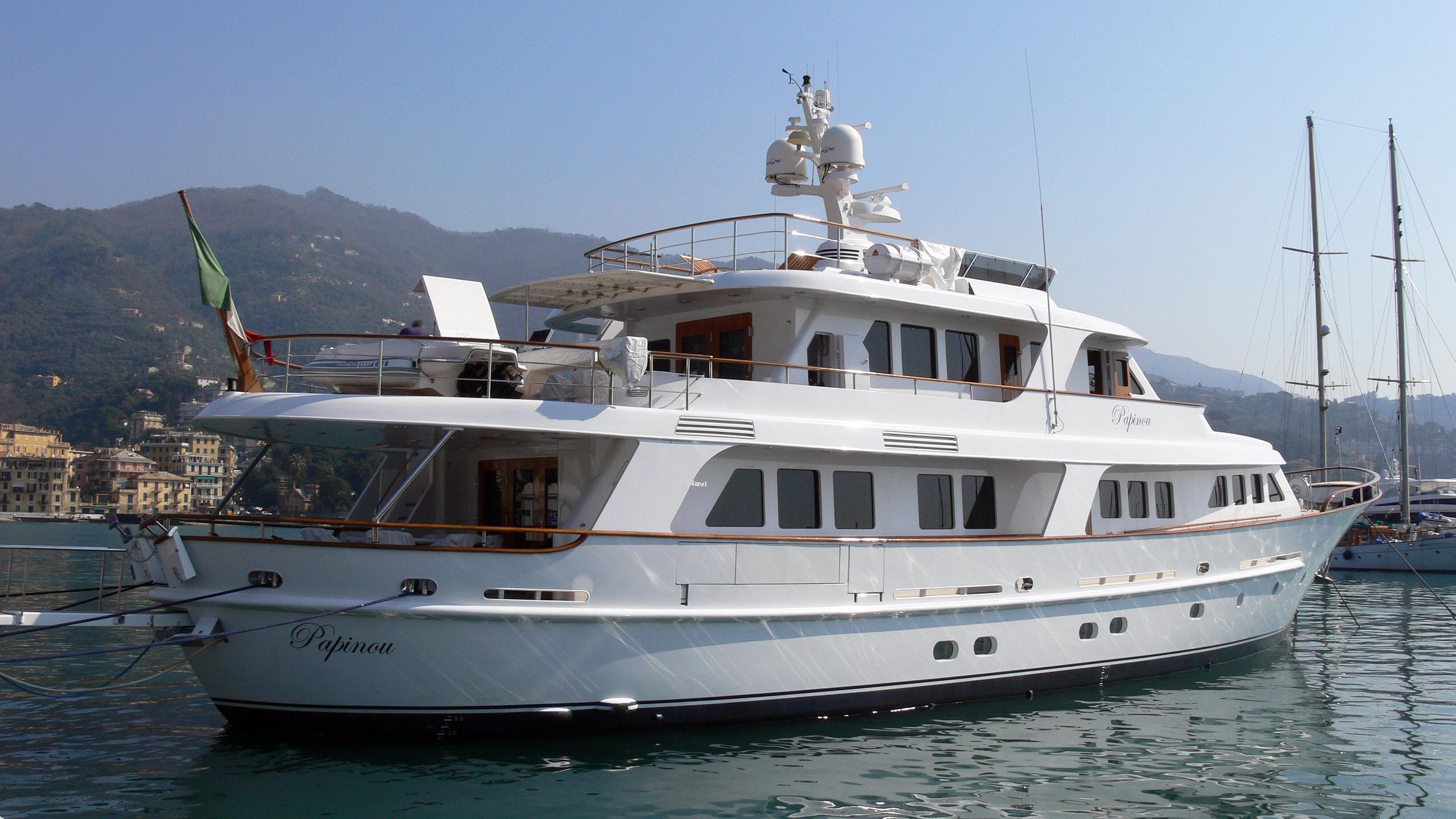 papinou-motor-yacht-cbi-navi-2004-34m-stern
