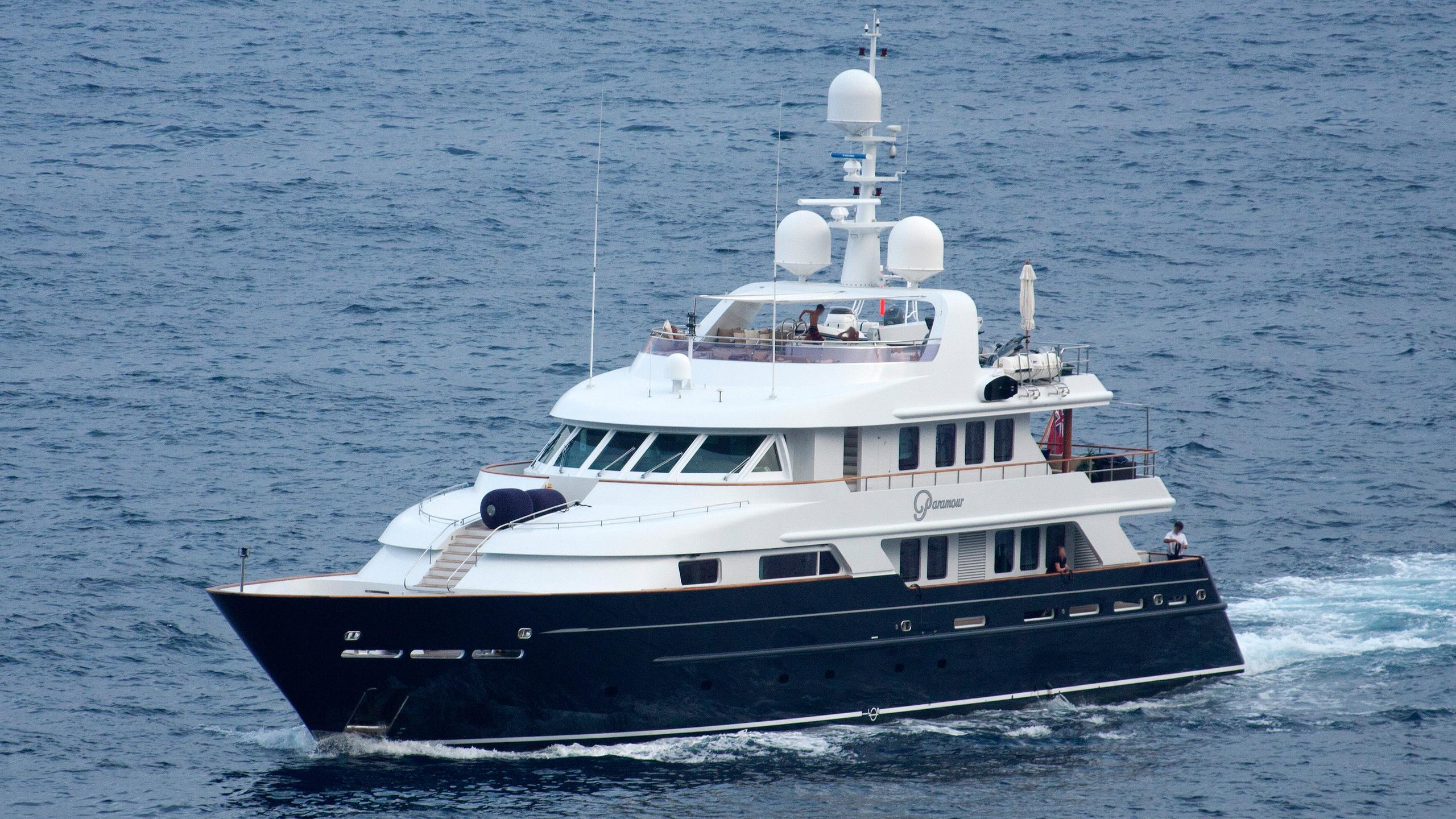 de-de-motor-yacht-cmn-2002-43m-half-profile