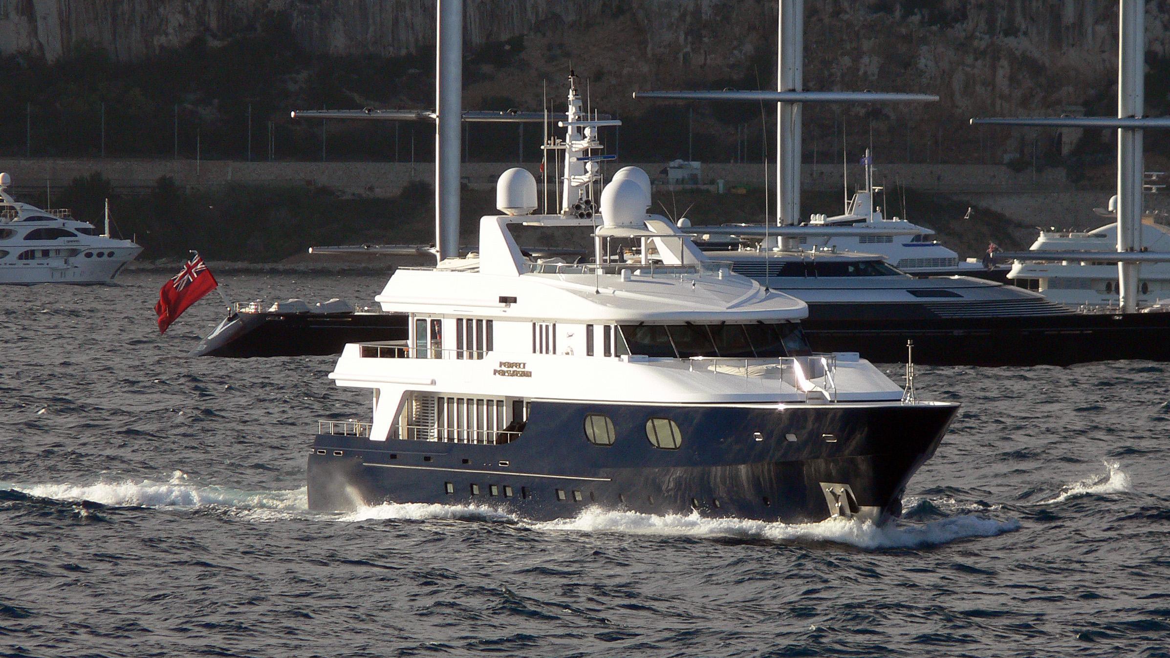 perfect-persuasion-motor-yacht-oceanfast-1997-46m-bow