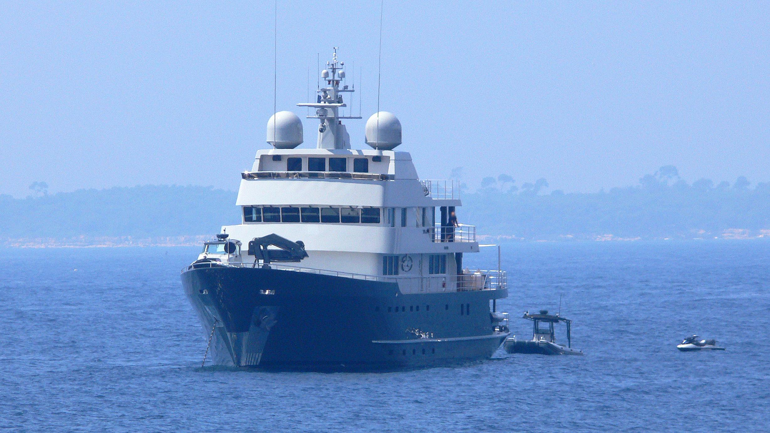 plan-b-explorer-yacht-australian-naval-1973-50m-bow