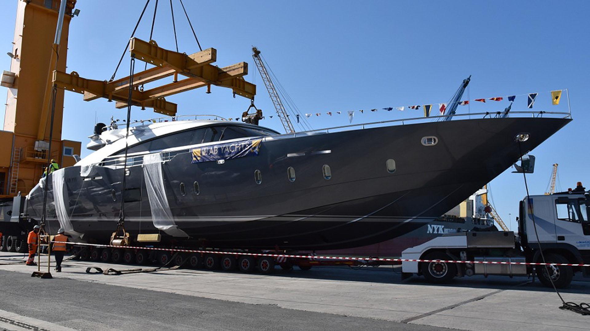 ab-100-motor-yacht-2016-30m-profile-pre-launch