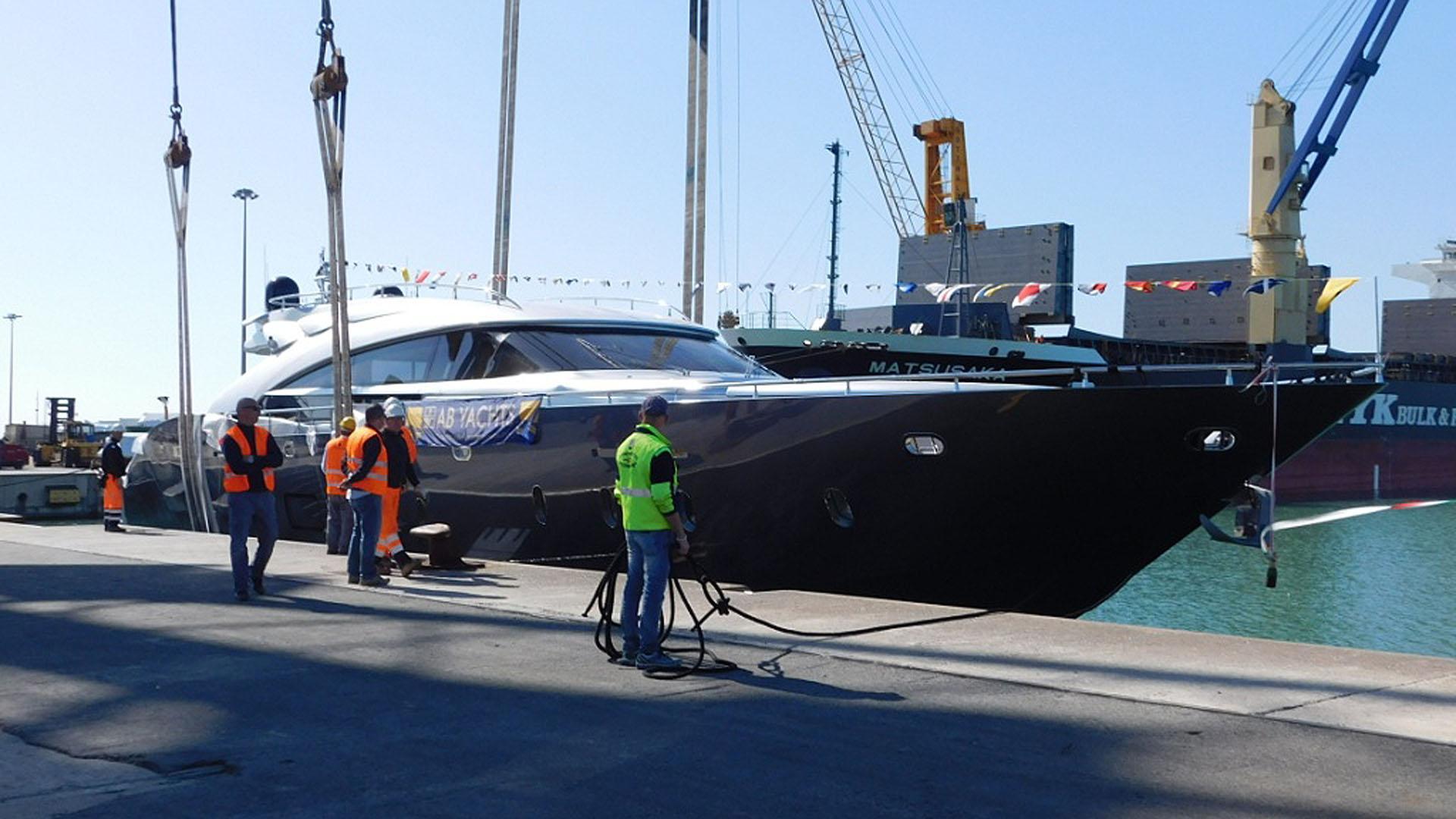 ab-100-motor-yacht-2016-30m-profile-christening