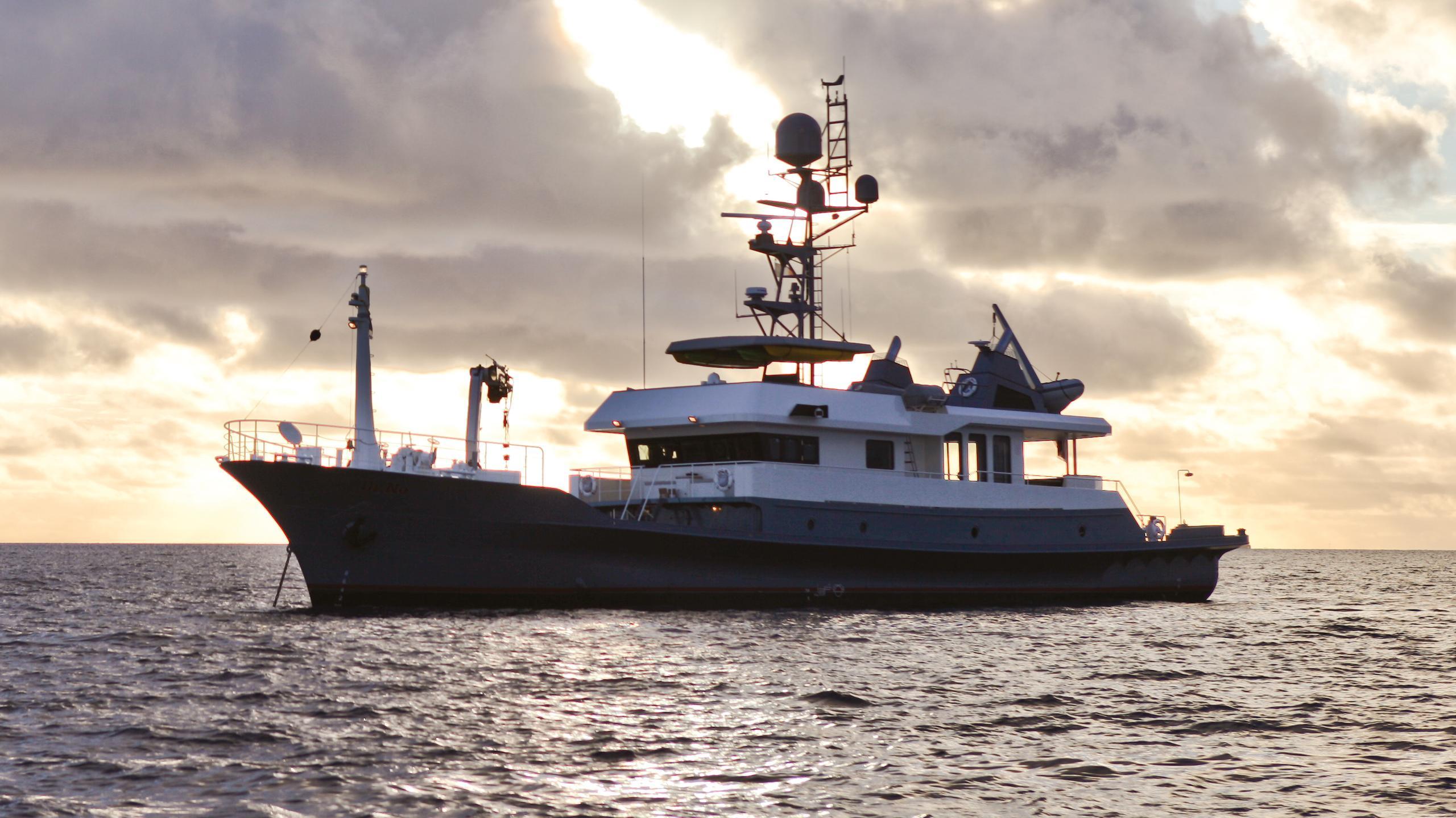 dr-no-explorer-yacht-narasaki-1995-37m-sunset