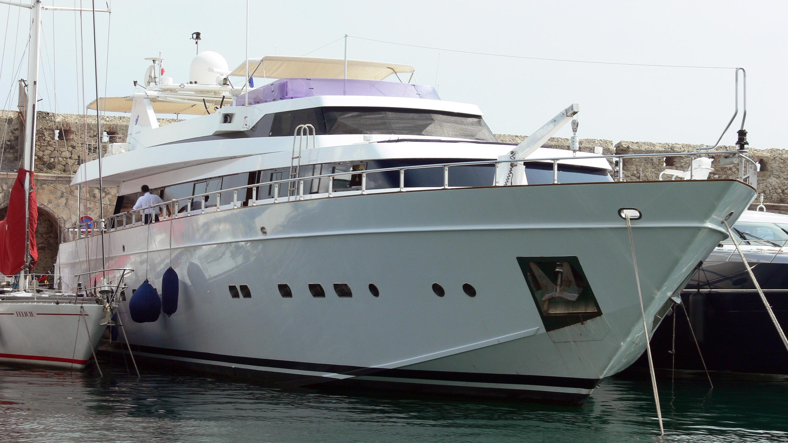 samoras-dandy-motor-yacht-cantieri-di-pisa-akhir-32-1988-33m-bow