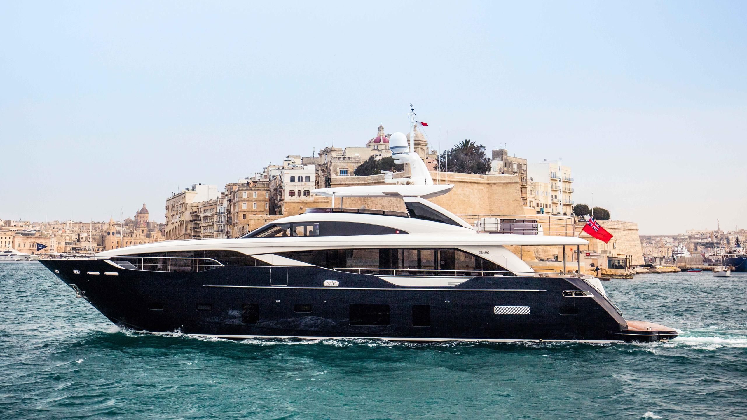 kohuba-motor-yacht-princess-2016-30m-profile-cruising