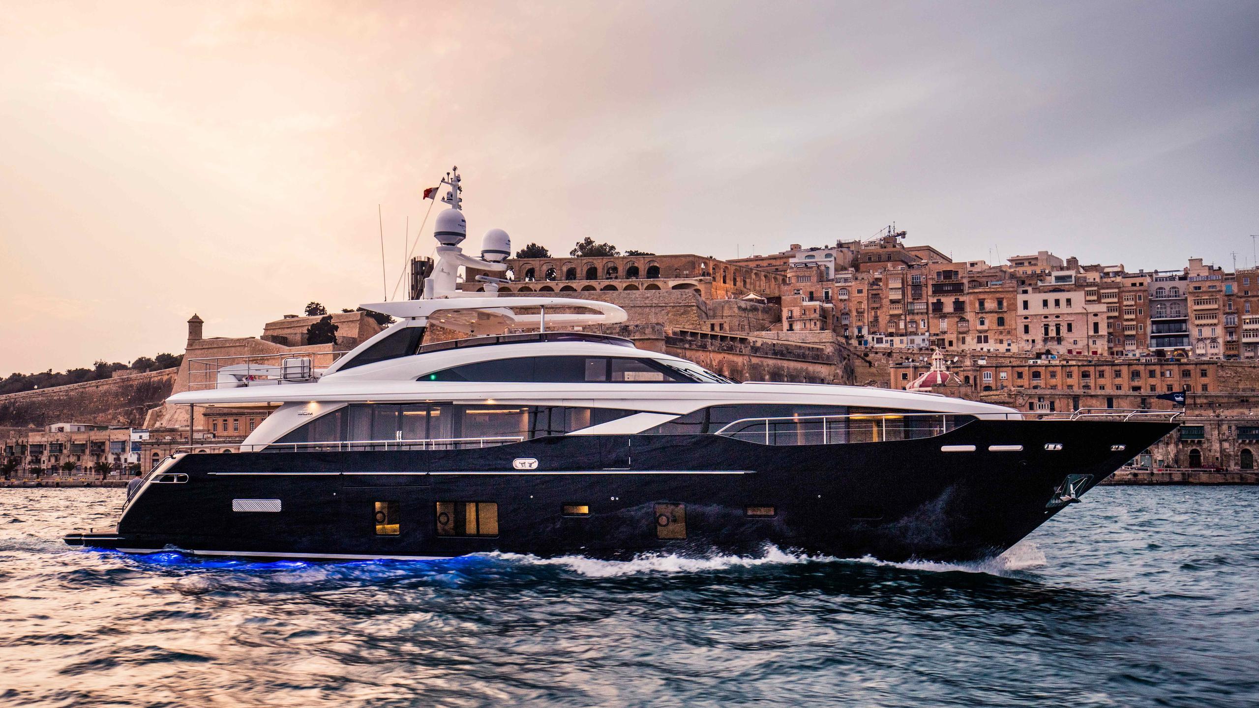 kohuba-motor-yacht-princess-2016-30m-profile-cruising-by-night