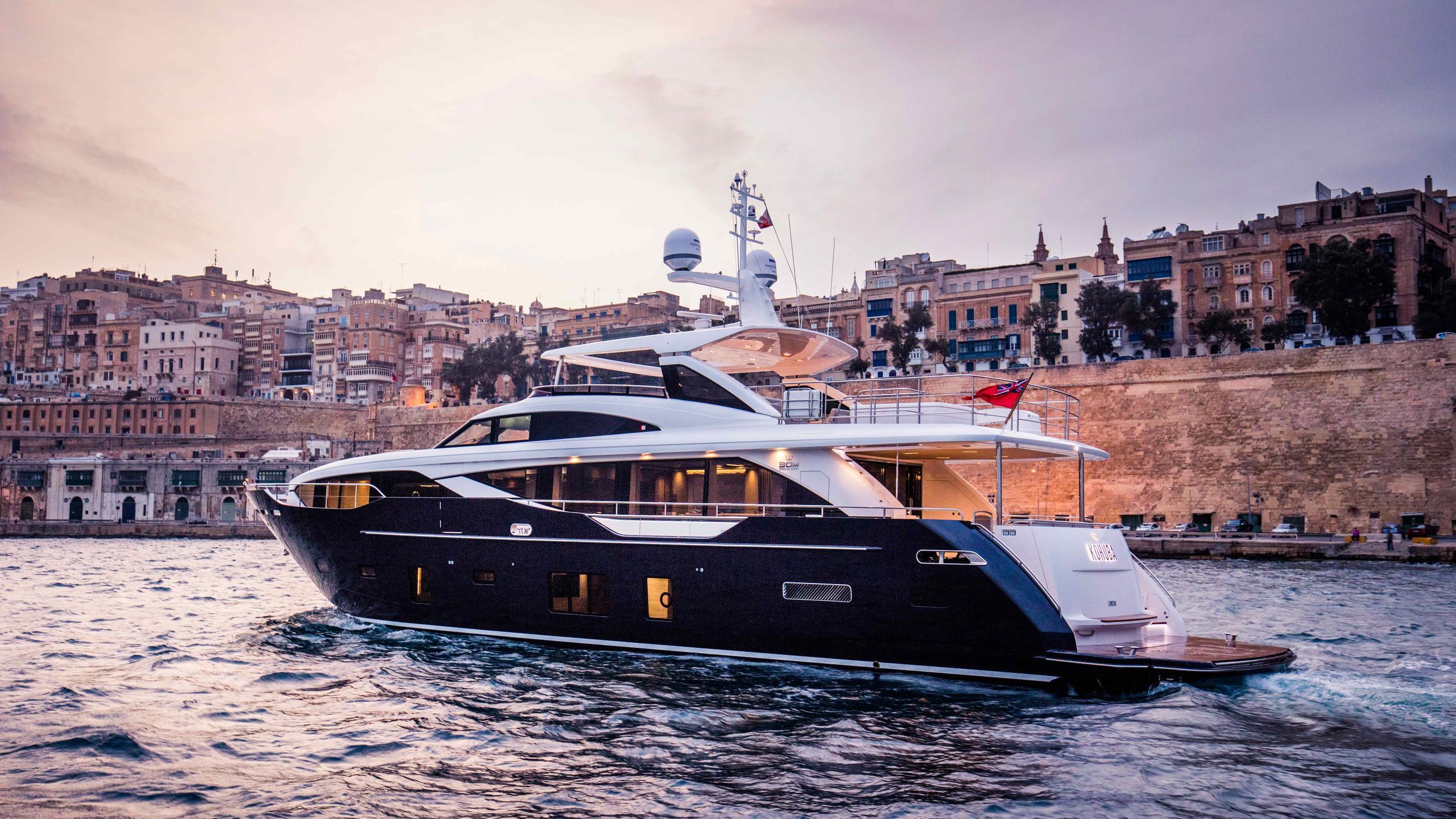 kohuba-motor-yacht-princess-2016-30m-half-profile