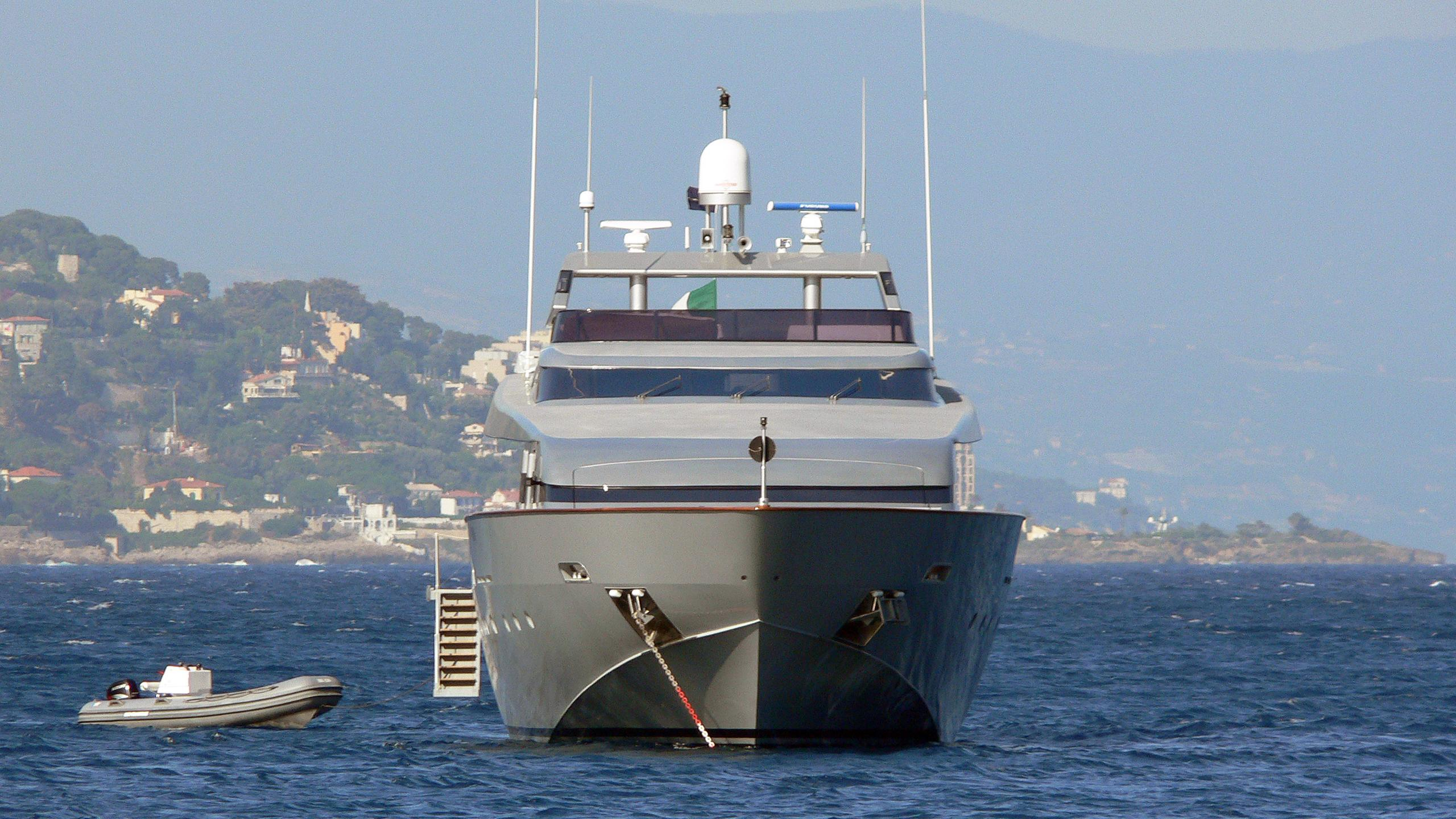 thunderball-motor-yacht-baglietto-2001§-34m-bow