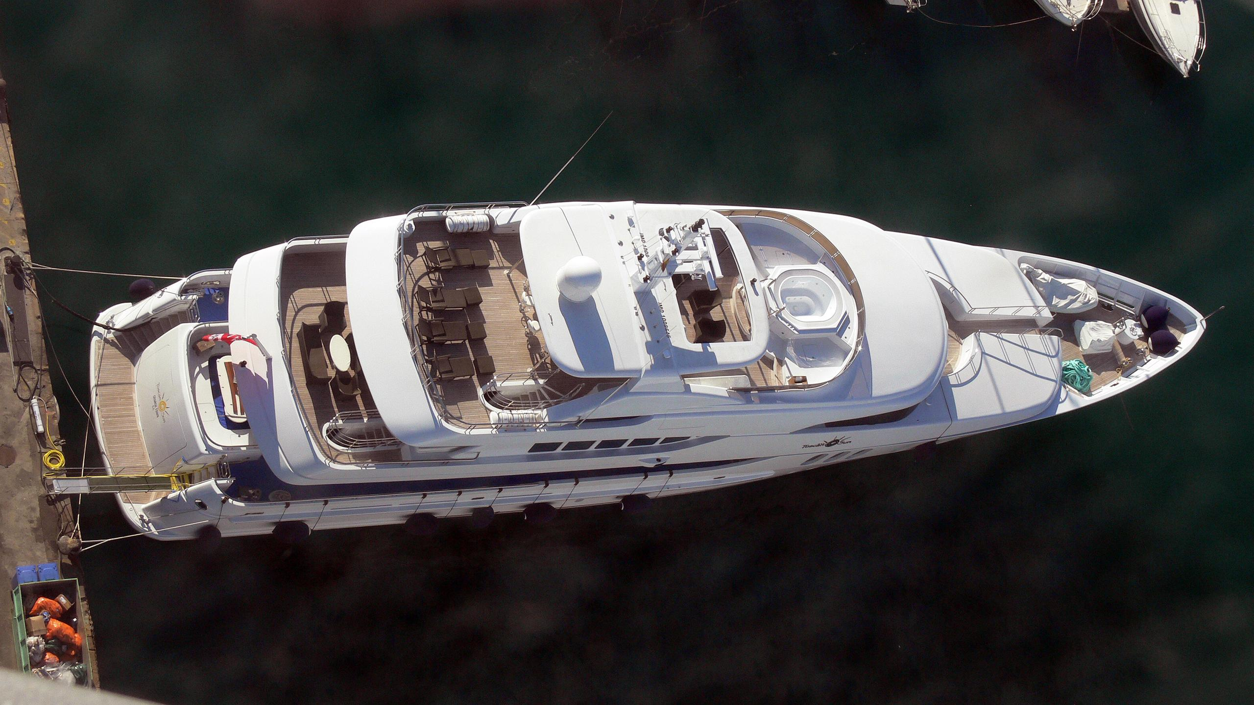 coco-viente-tuscan-sun-motor-yacht-izar-2006-45m-aerial