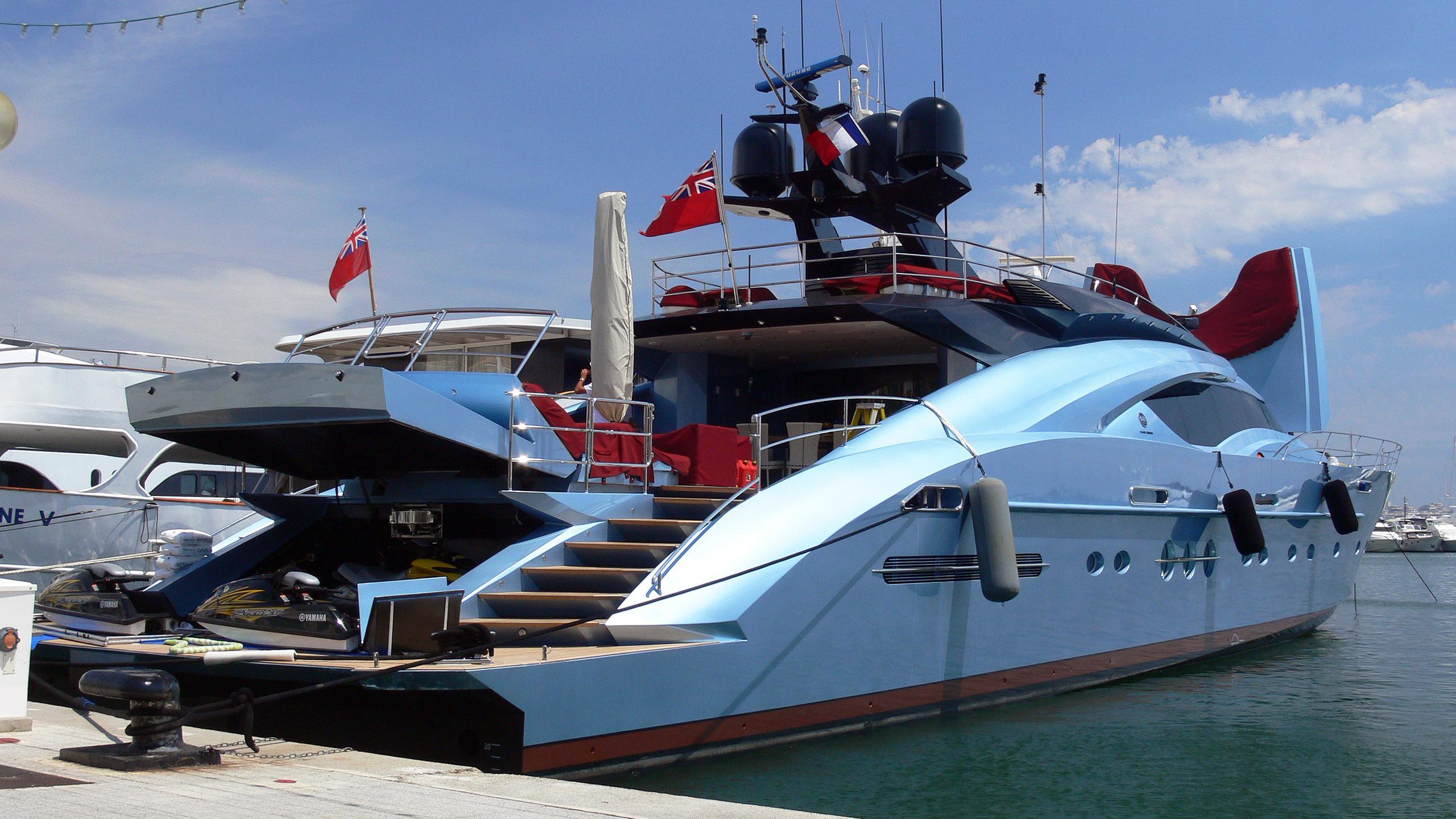 waverunner-motor-yacht-palmer-johnson-135-my-2007-41m-stern