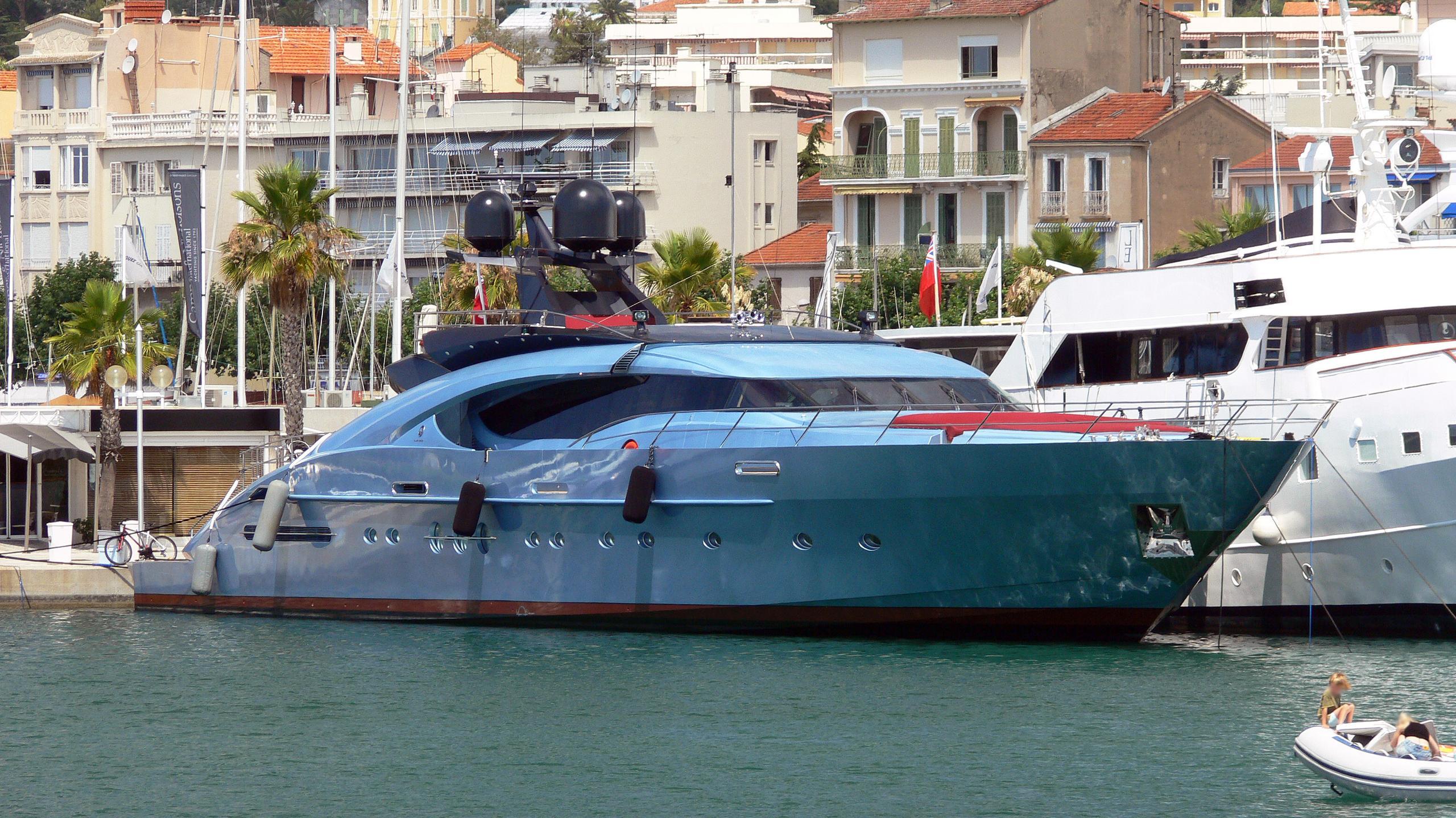 waverunner-motor-yacht-palmer-johnson-135-my-2007-41m-half-profile
