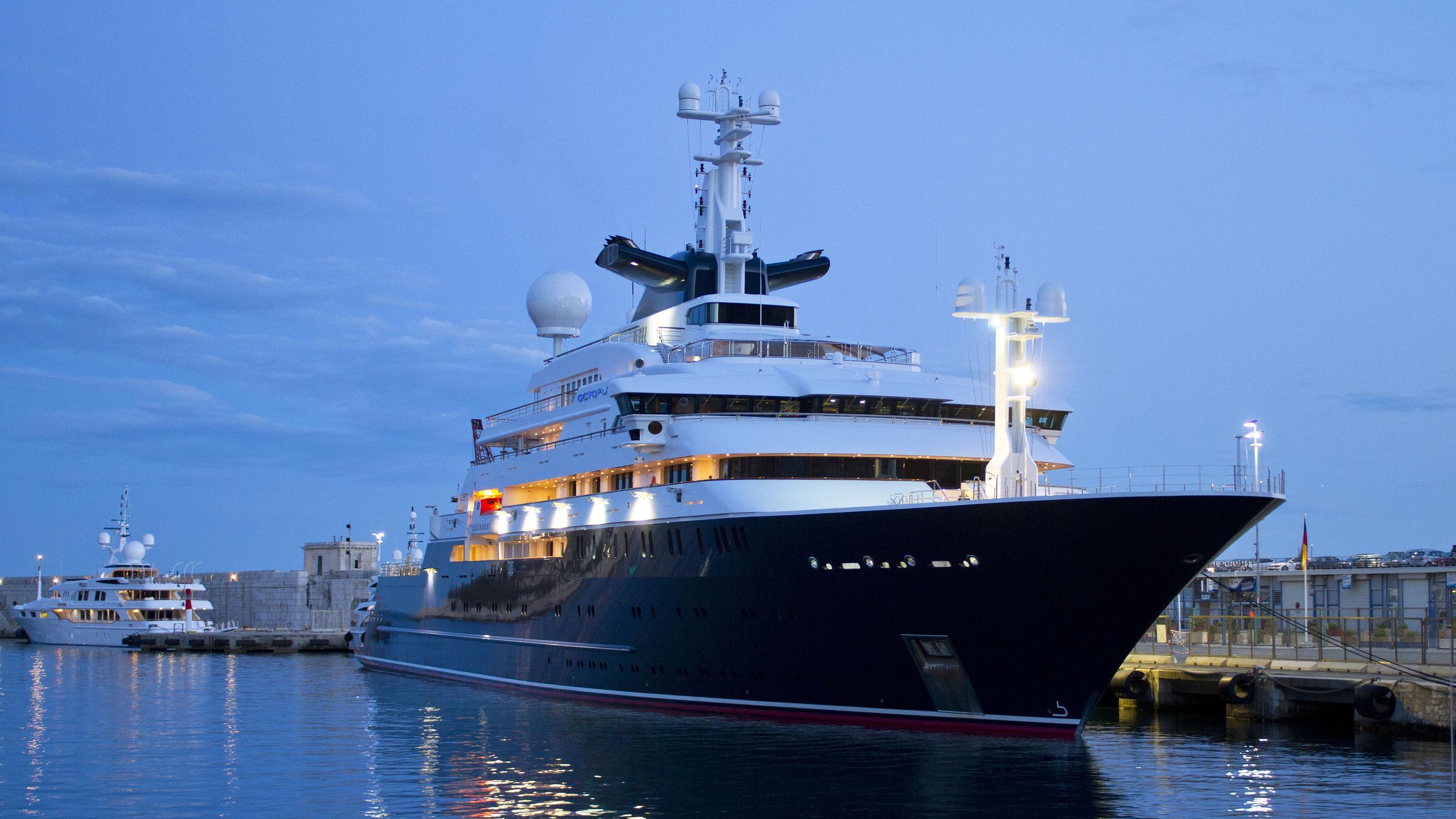 octopus-explorer-yacht-lurssen-2003-126m-half-profile
