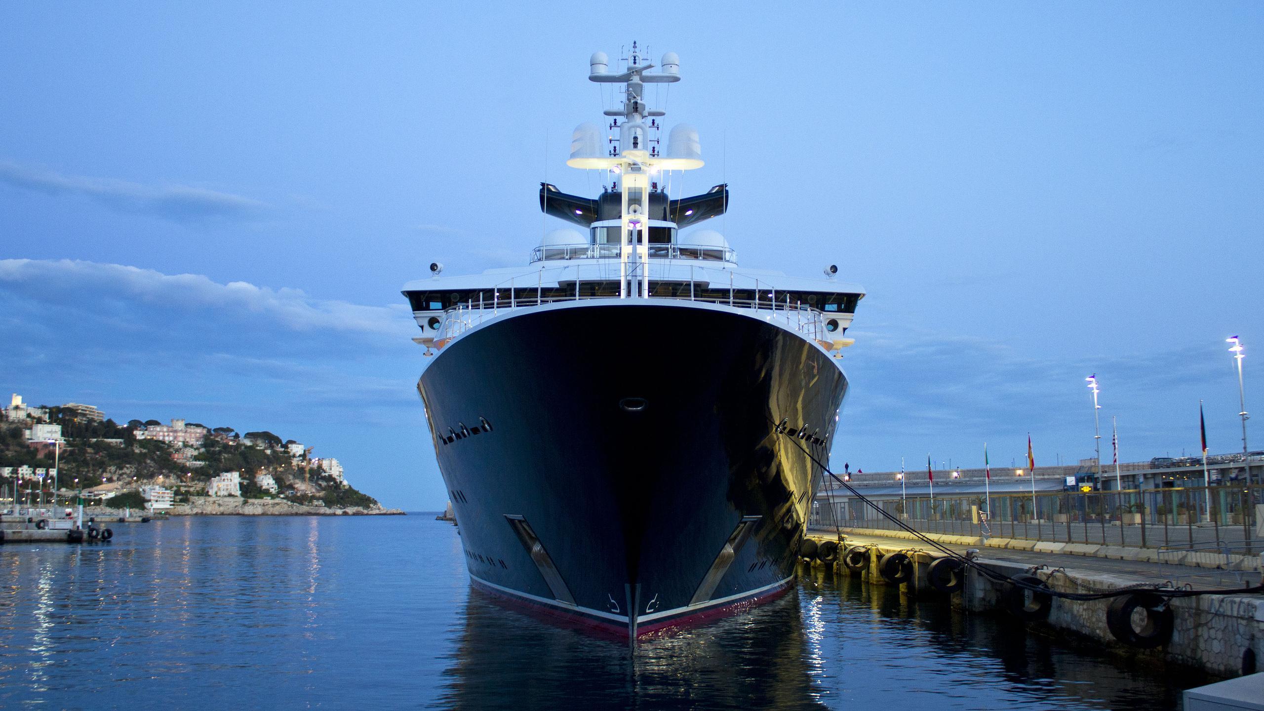 octopus-explorer-yacht-lurssen-2003-126m-bow