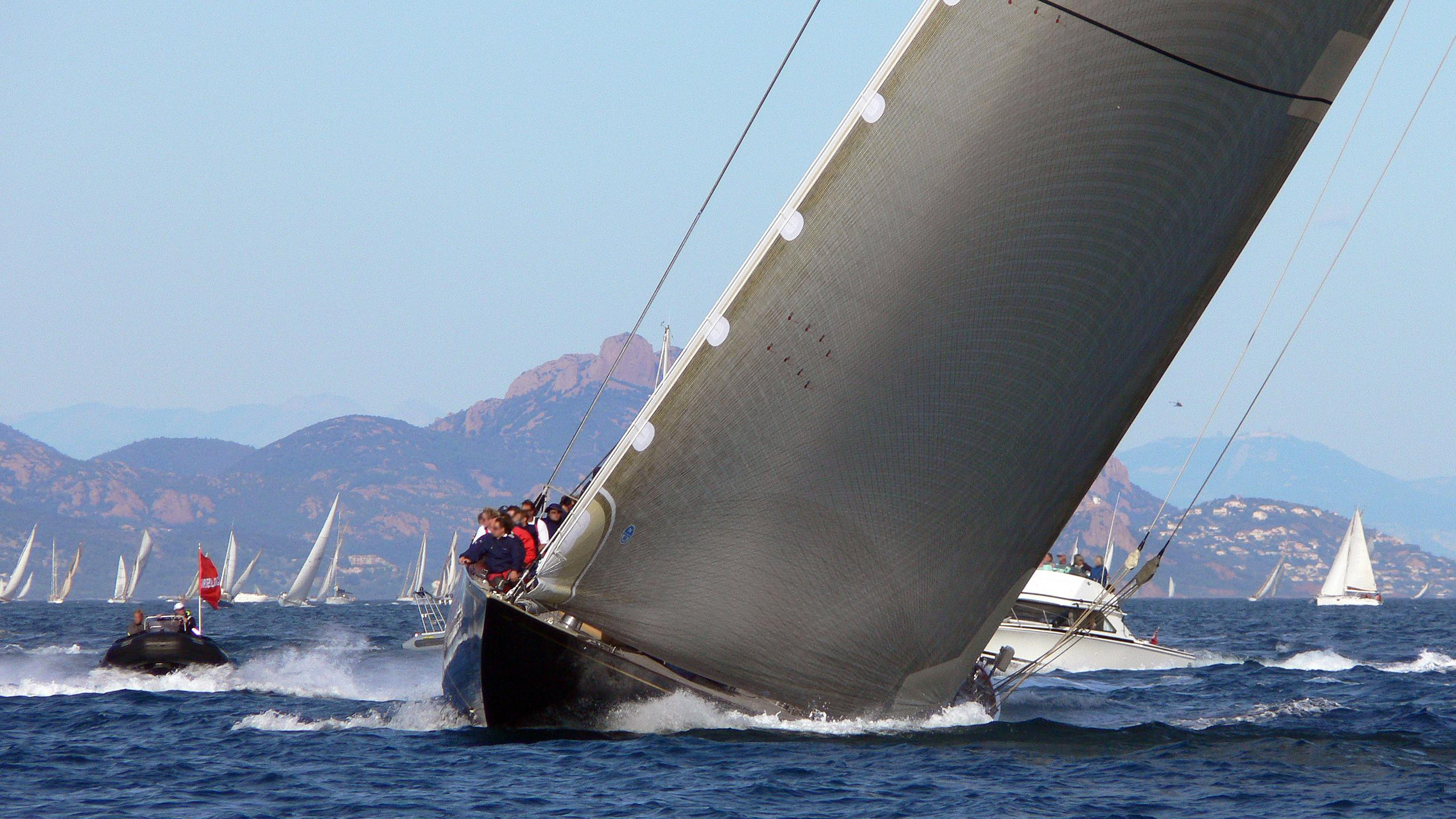 velsheda-sailing-yacht-camper-nicholsons-1933-38m-cruising-bow