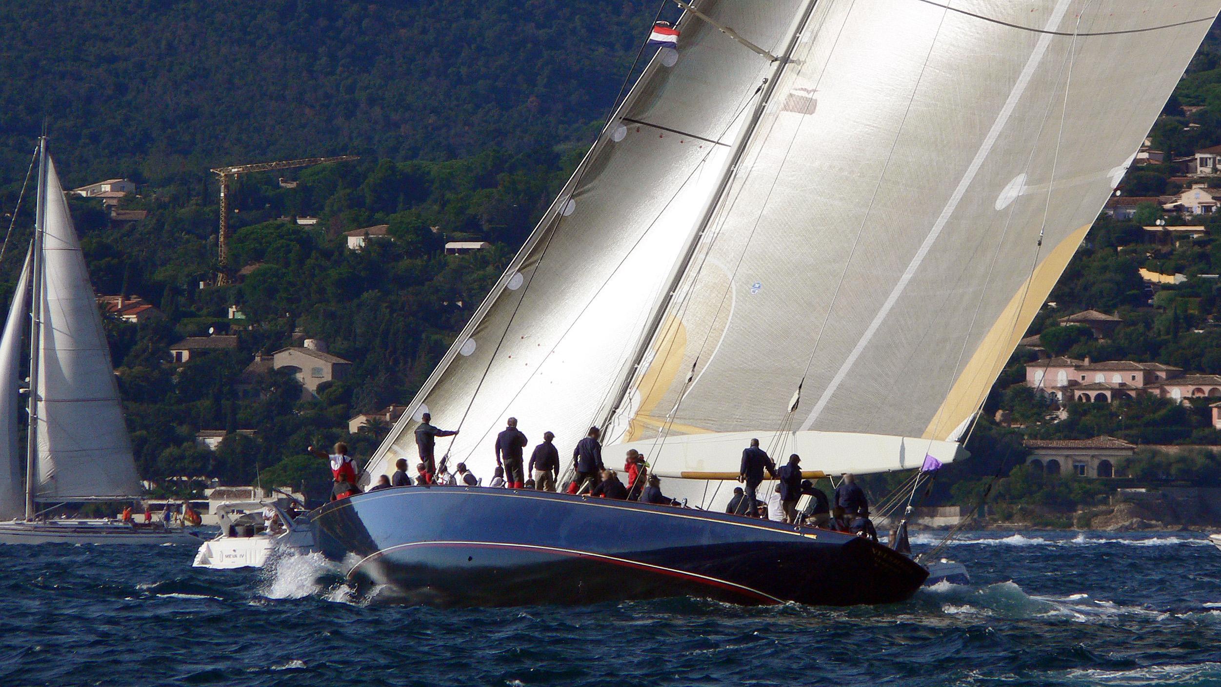 velsheda-sailing-yacht-camper-nicholsons-1933-38m-cruising-stern