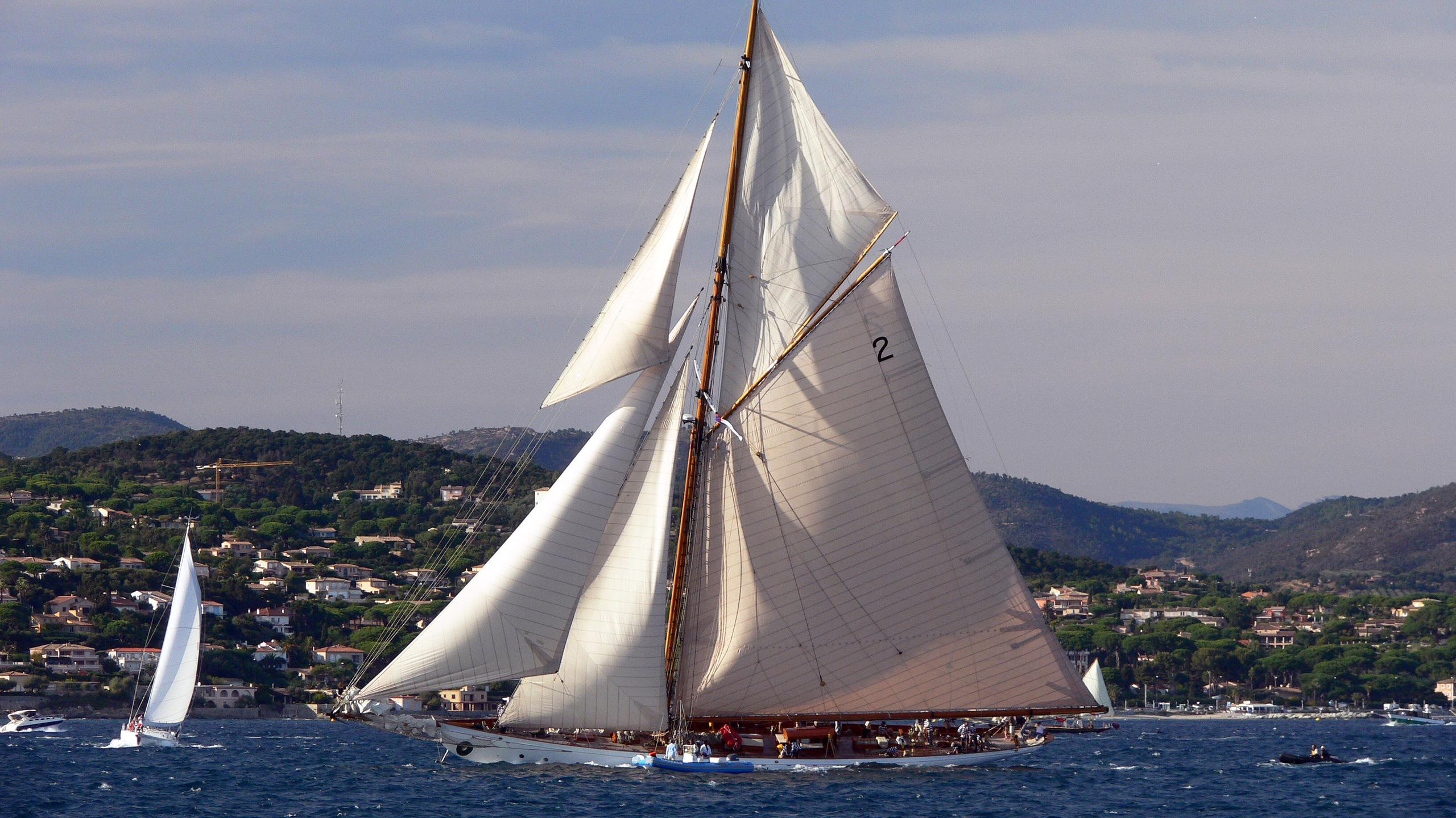 lulworth-sailing-yacht-white-hw-1920-46m-cruising-profile