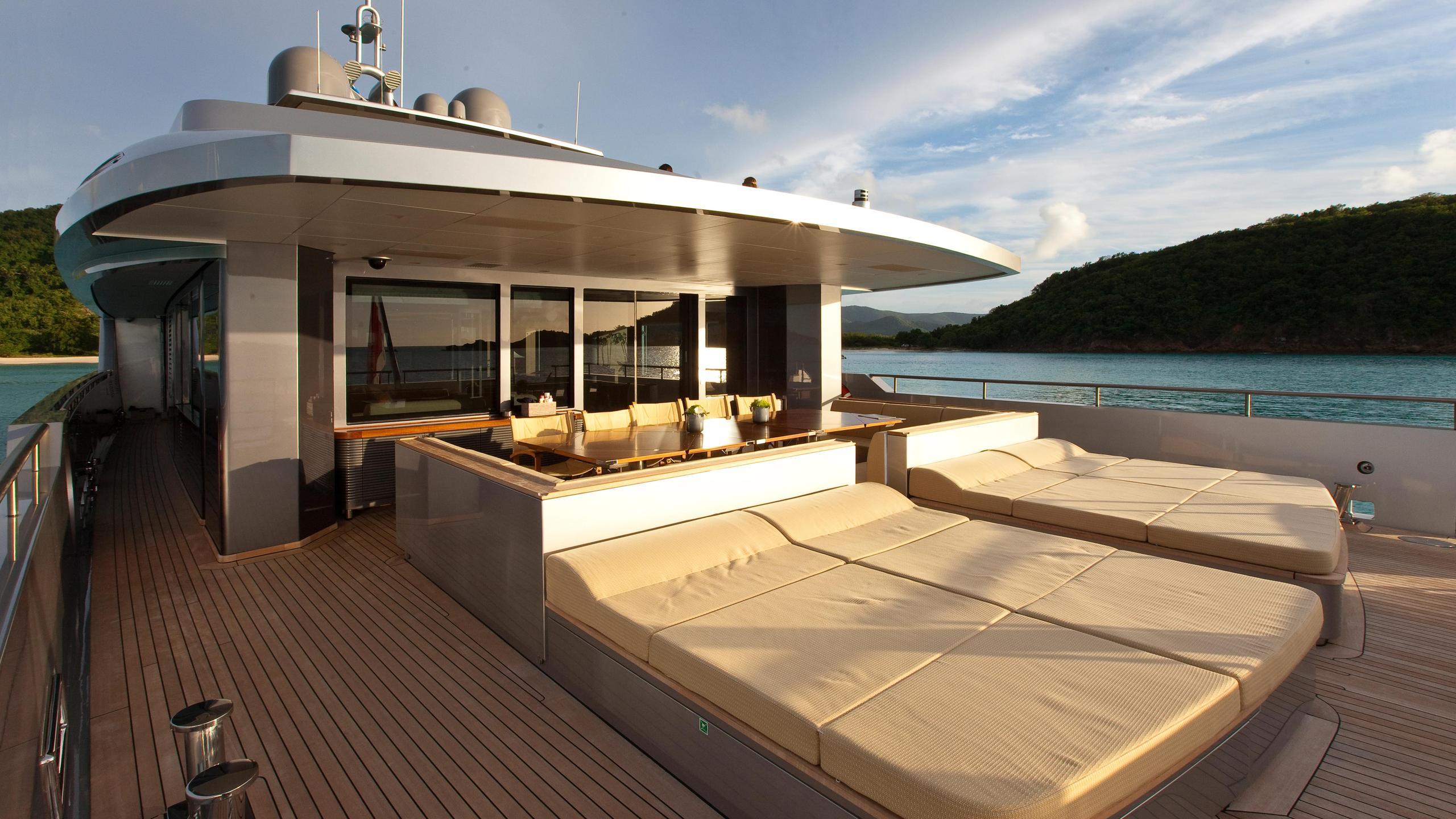 exuma-motor-yacht-perini-navi-picchiotti-2010-50m-deck