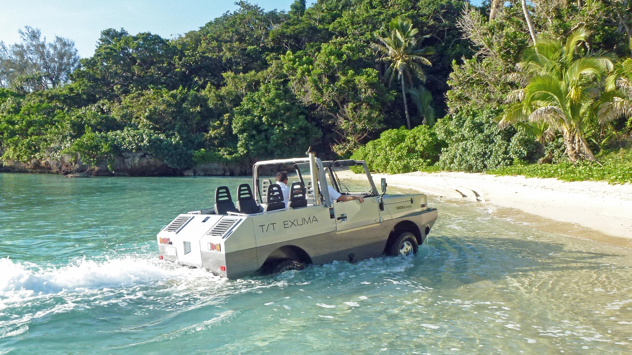 exuma-motor-yacht-perini-navi-picchiotti-2010-50m-jeep-beach