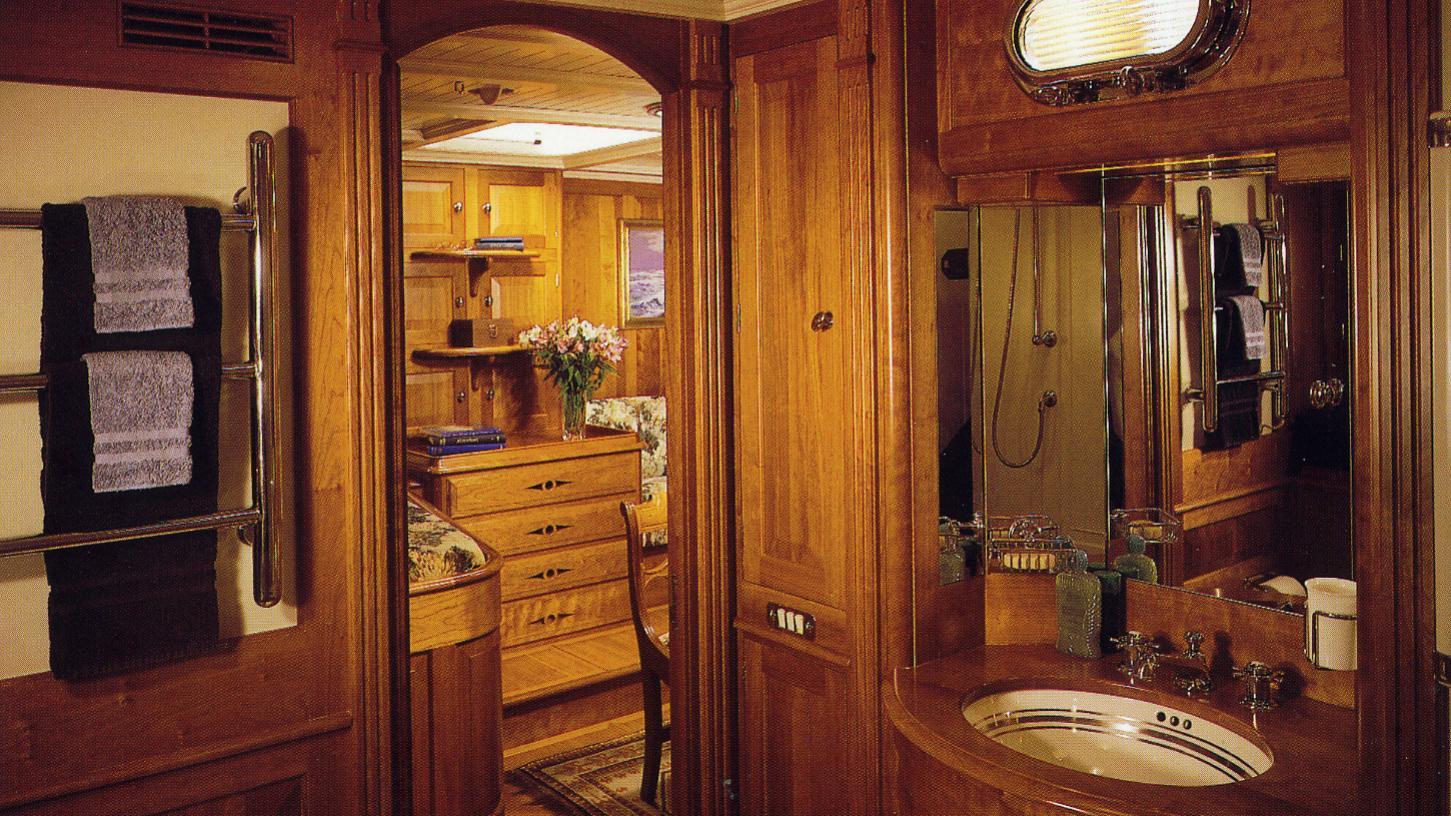 endeavour-classic-saling-yacht-camper-nicholsons-1934-40m-master-bathroom