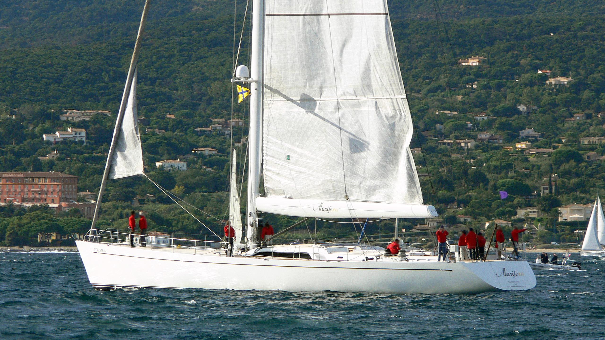 alarife-sailing-yacht-barcos-deportivos-2006-30m-half-profile