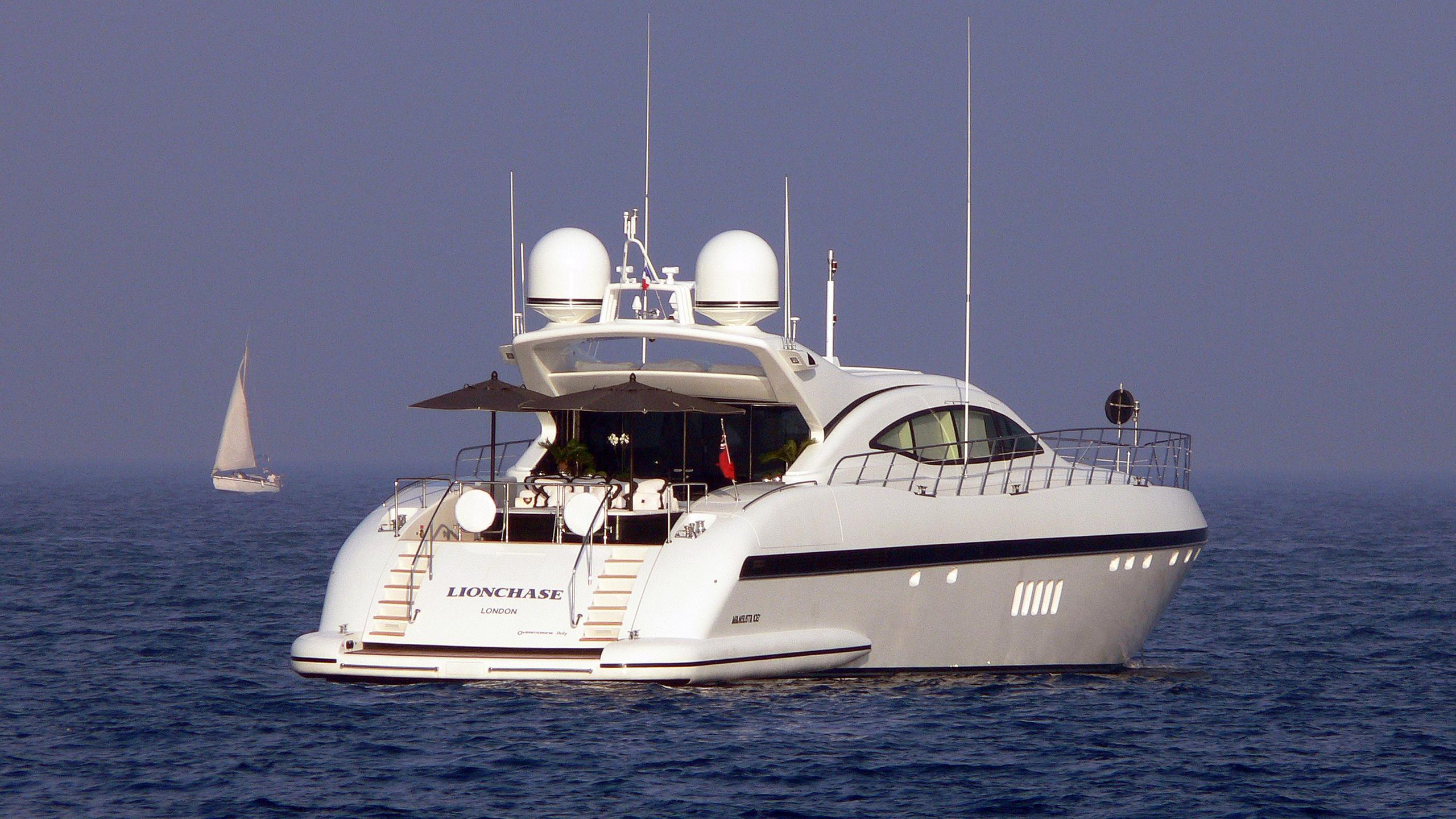 lion-chase-motor-yacht-overmarine-mangusta-108-sport-2008-33m-stern