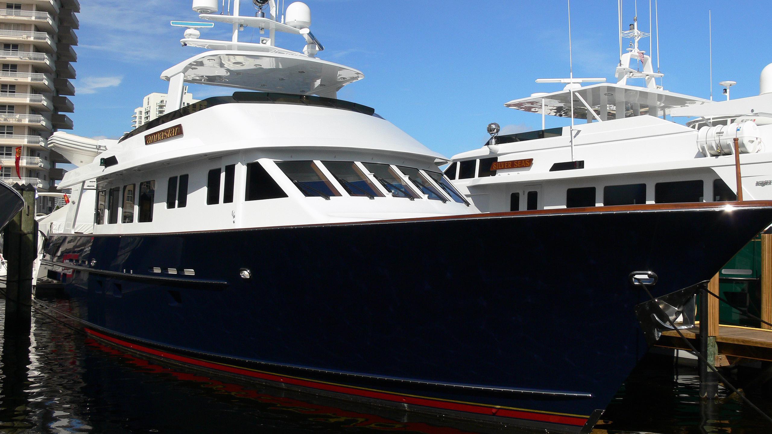 margarita-motor-yacht-burger-2001-26m-half-profile
