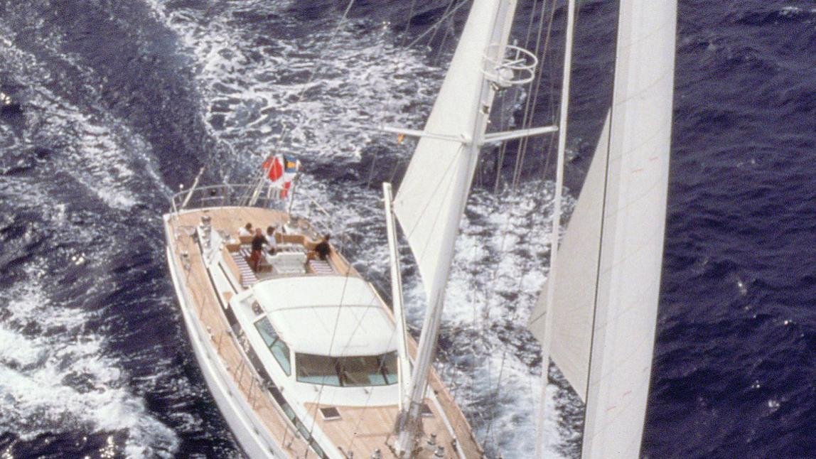 lady-vail-azzura-sailing-yacht-jongert-3000m-1998-29m-cruising-aerial