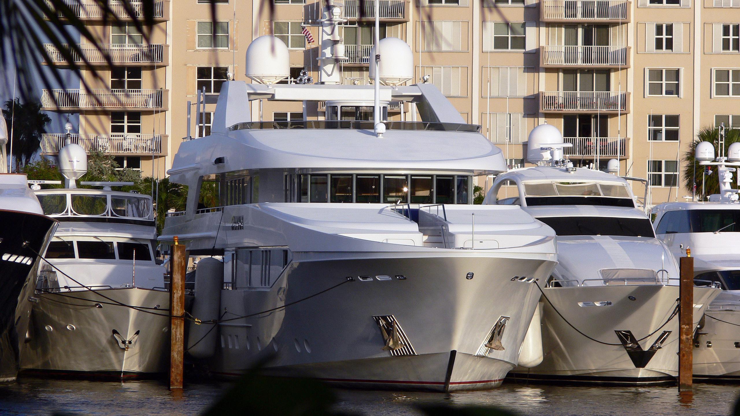 rhino-motor-yacht-admiral-marine-1998-47m-moored-bow