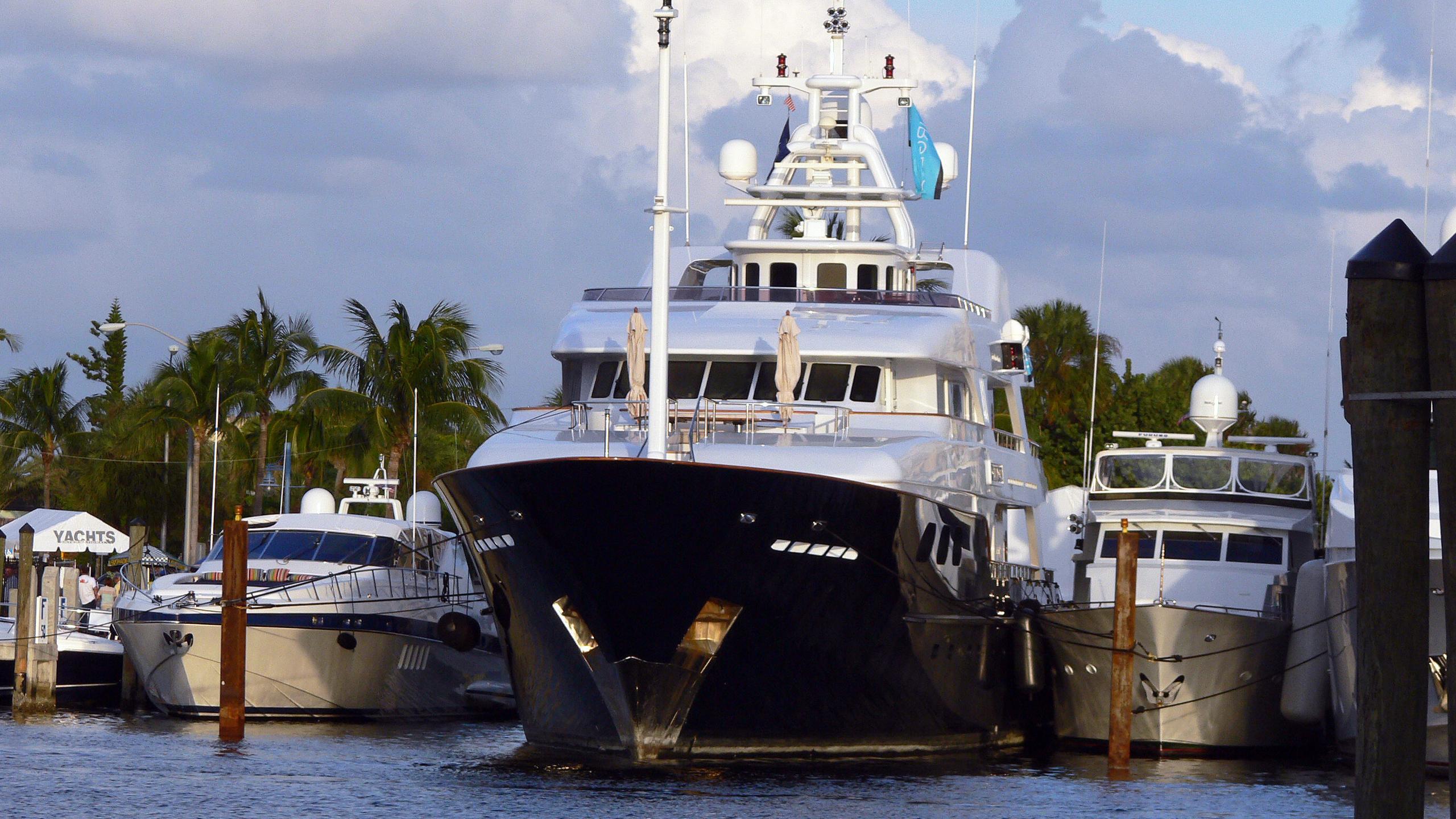 noble-house-motor-yacht-sensation-2006-53m-bow
