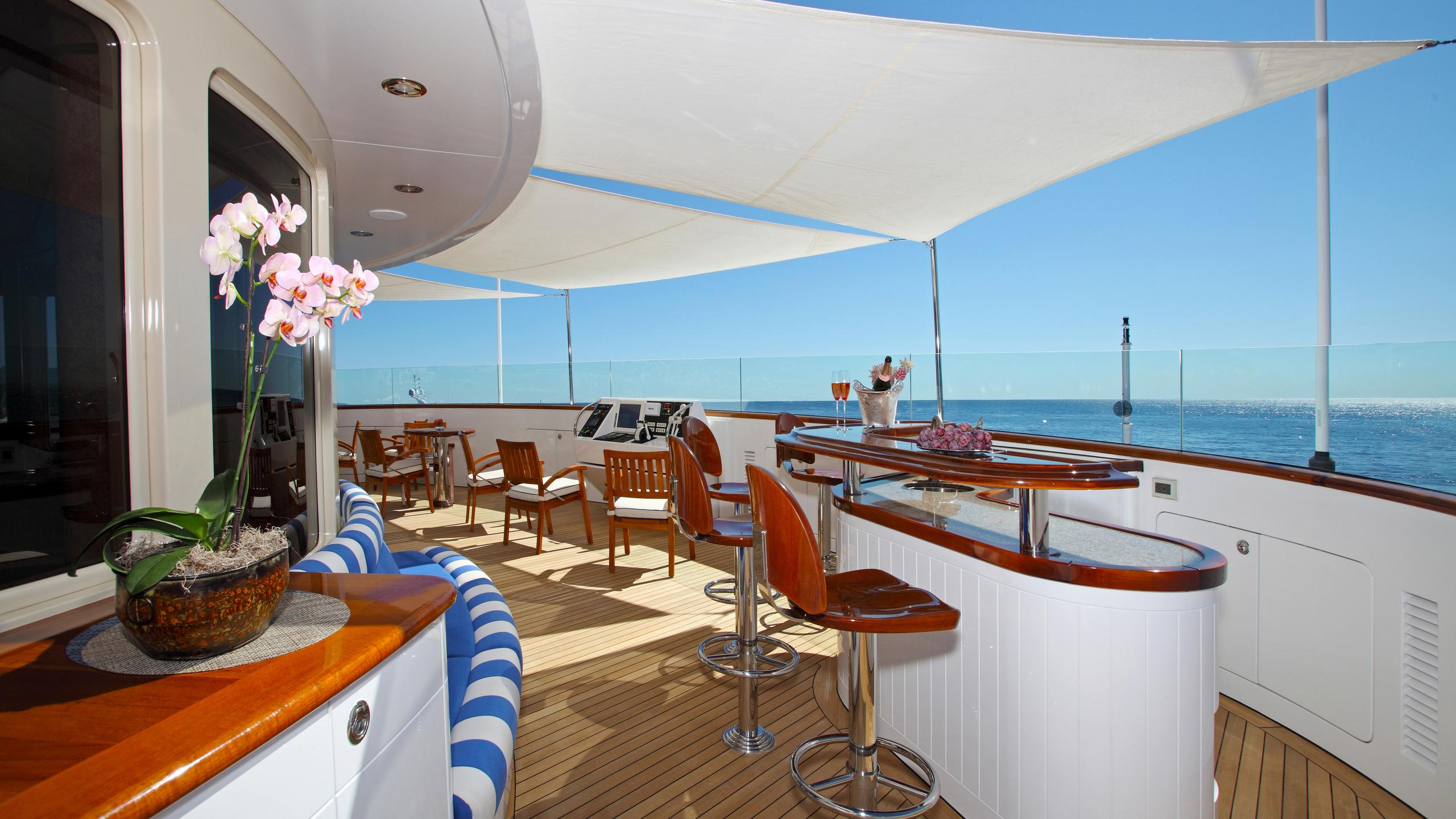 laurel-motor-yacht-delta-marine-2006-73m-sundeck
