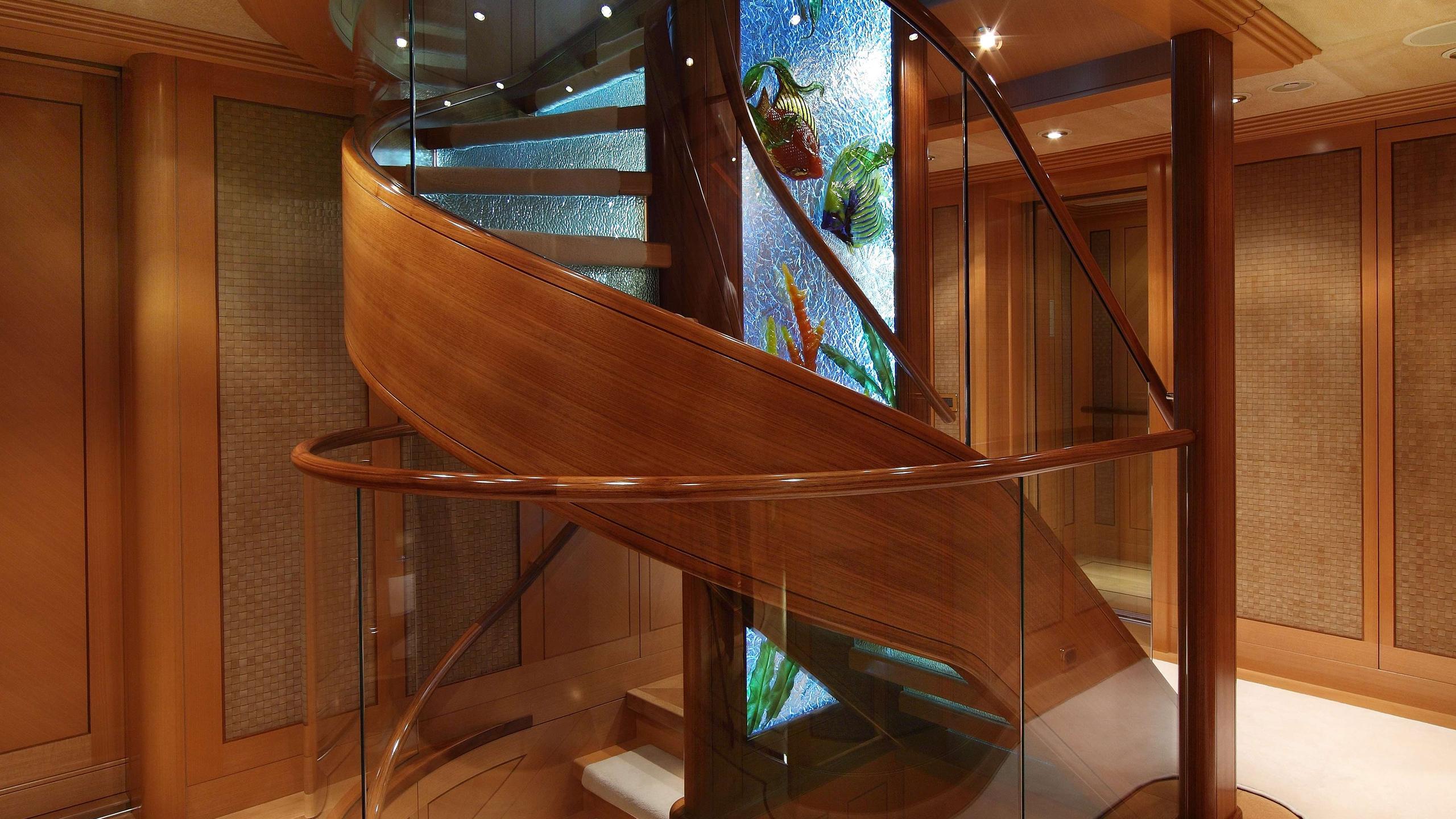 laurel-motor-yacht-delta-marine-2006-73m-foyer-elevator
