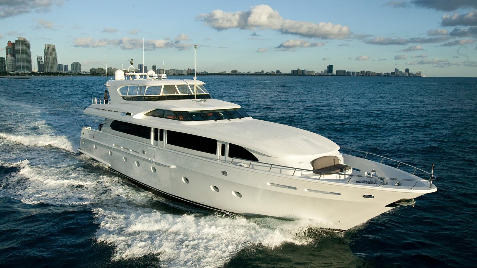outta-touch-motoryacht-intermarine-usa-2000-32m-running-half-profile