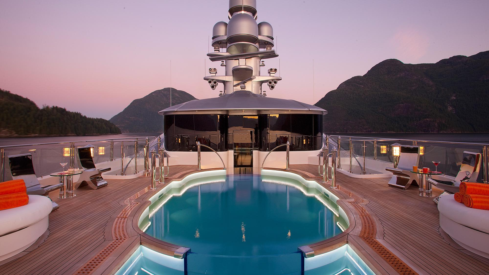 Attessa-IV-motor-yacht-hayashikane-1999-101m-sundeck